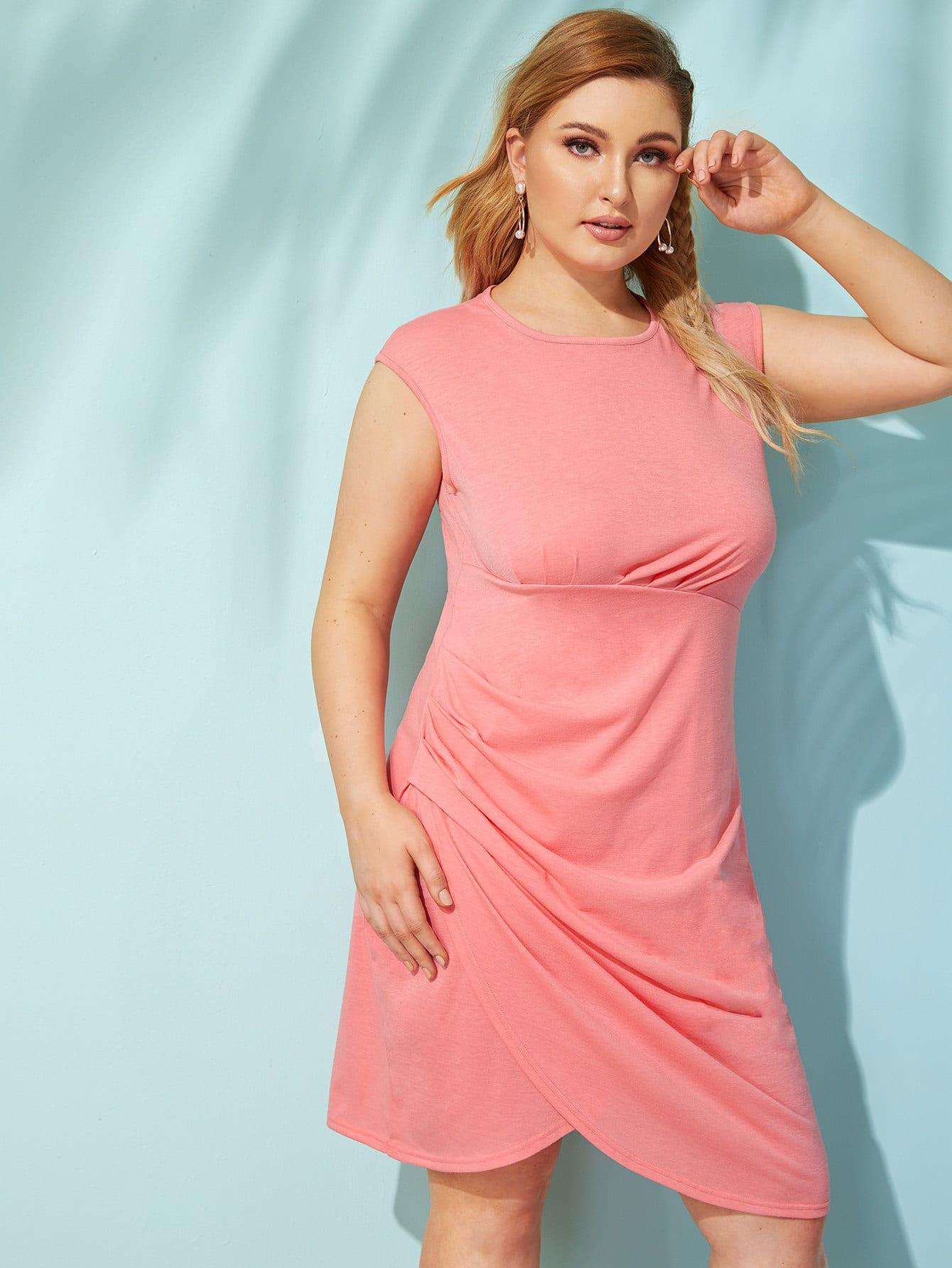 Асимметричное платье размера плюс