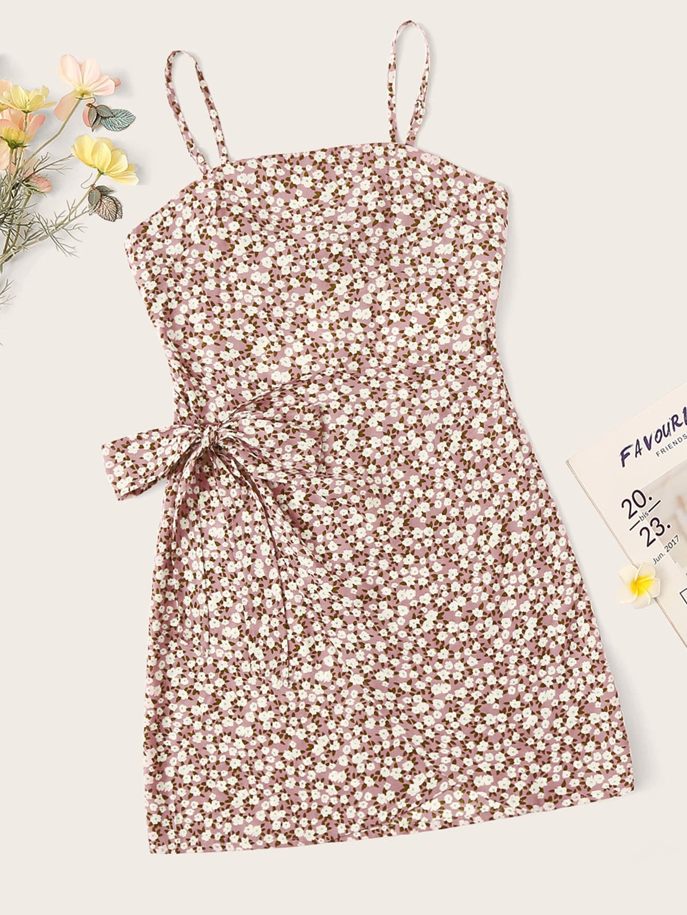 Размер плюс цветочное платье на бретелях с узлом