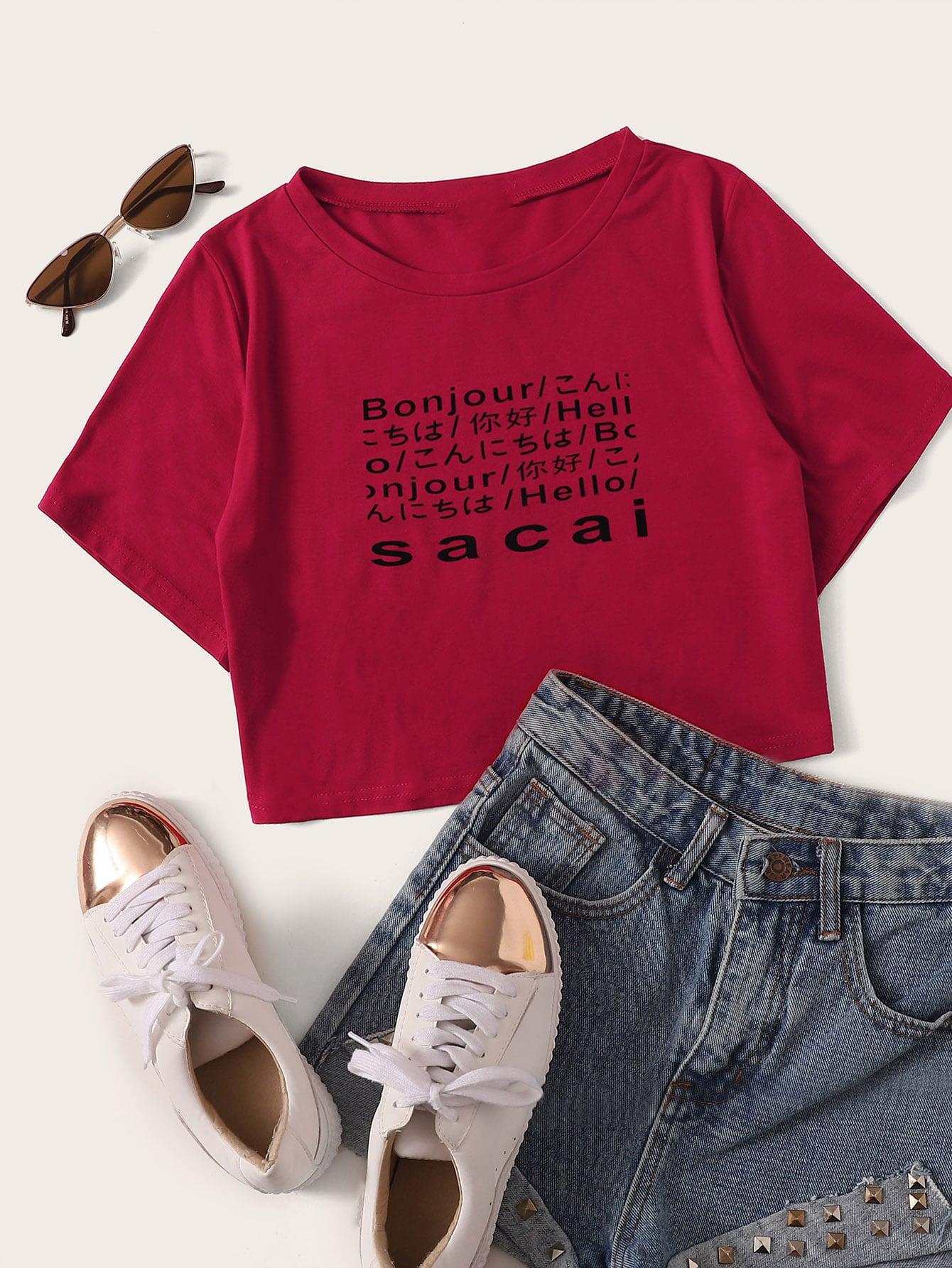 Фото - Кроп футболка с текстовым принтом от SheIn бордового цвета
