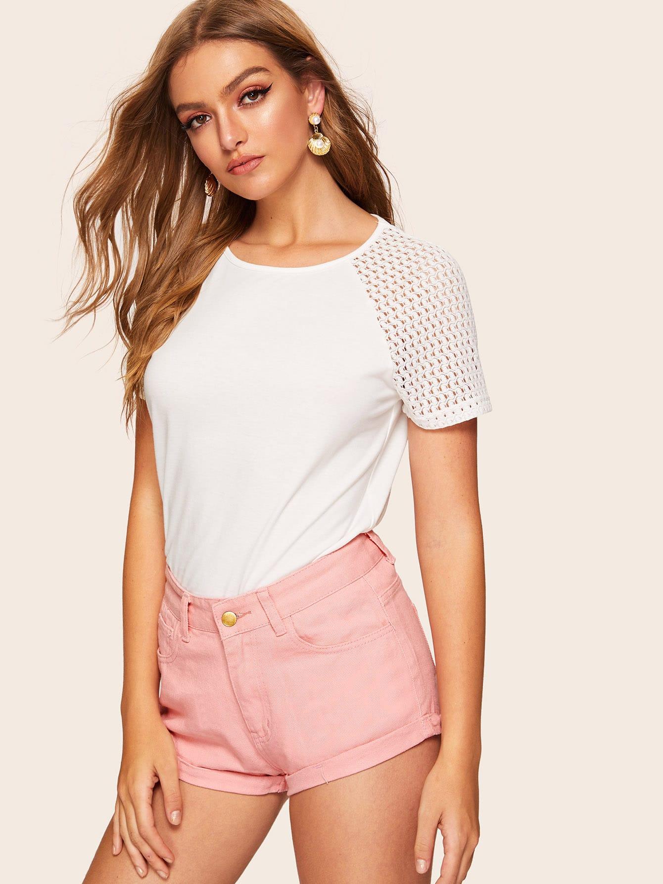 Фото - Однотонные джинсовые шорты с карманами от SheIn розового цвета