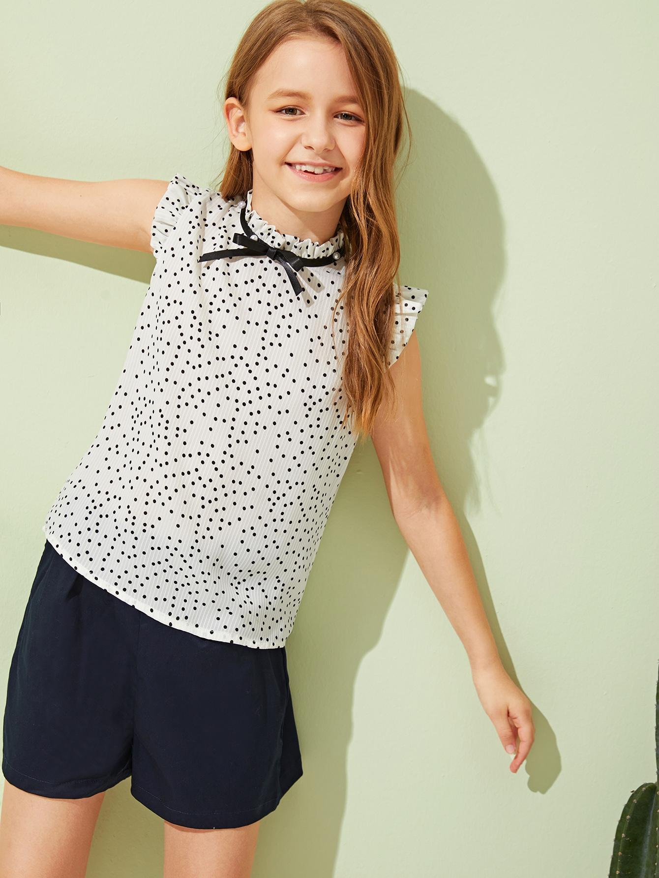 Фото - Топ с оборкой, узлом, жемчугами и воротником-стойка для девочек от SheIn белого цвета