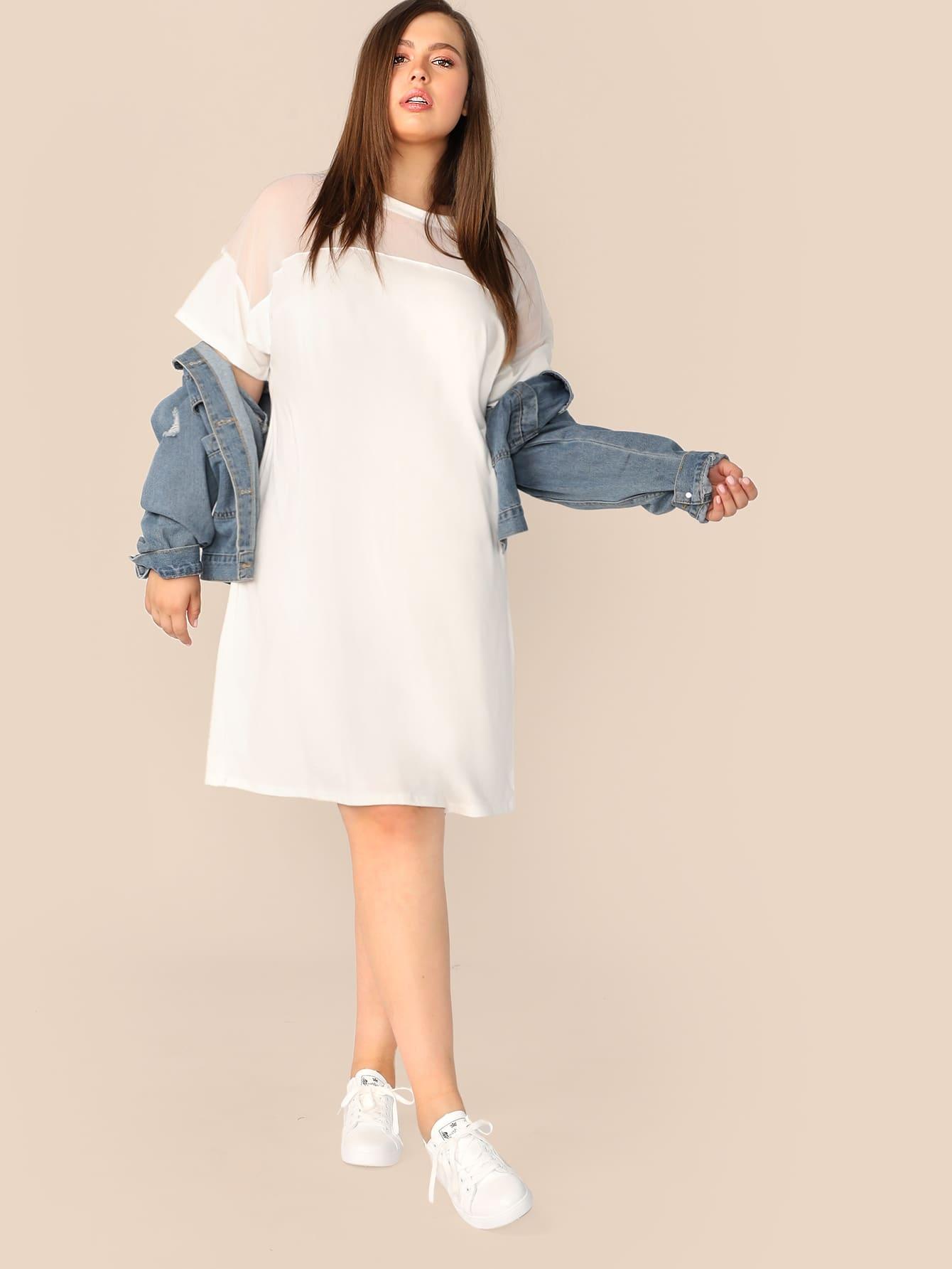Платье со сеткой и заниженной линией плеч размера плюс
