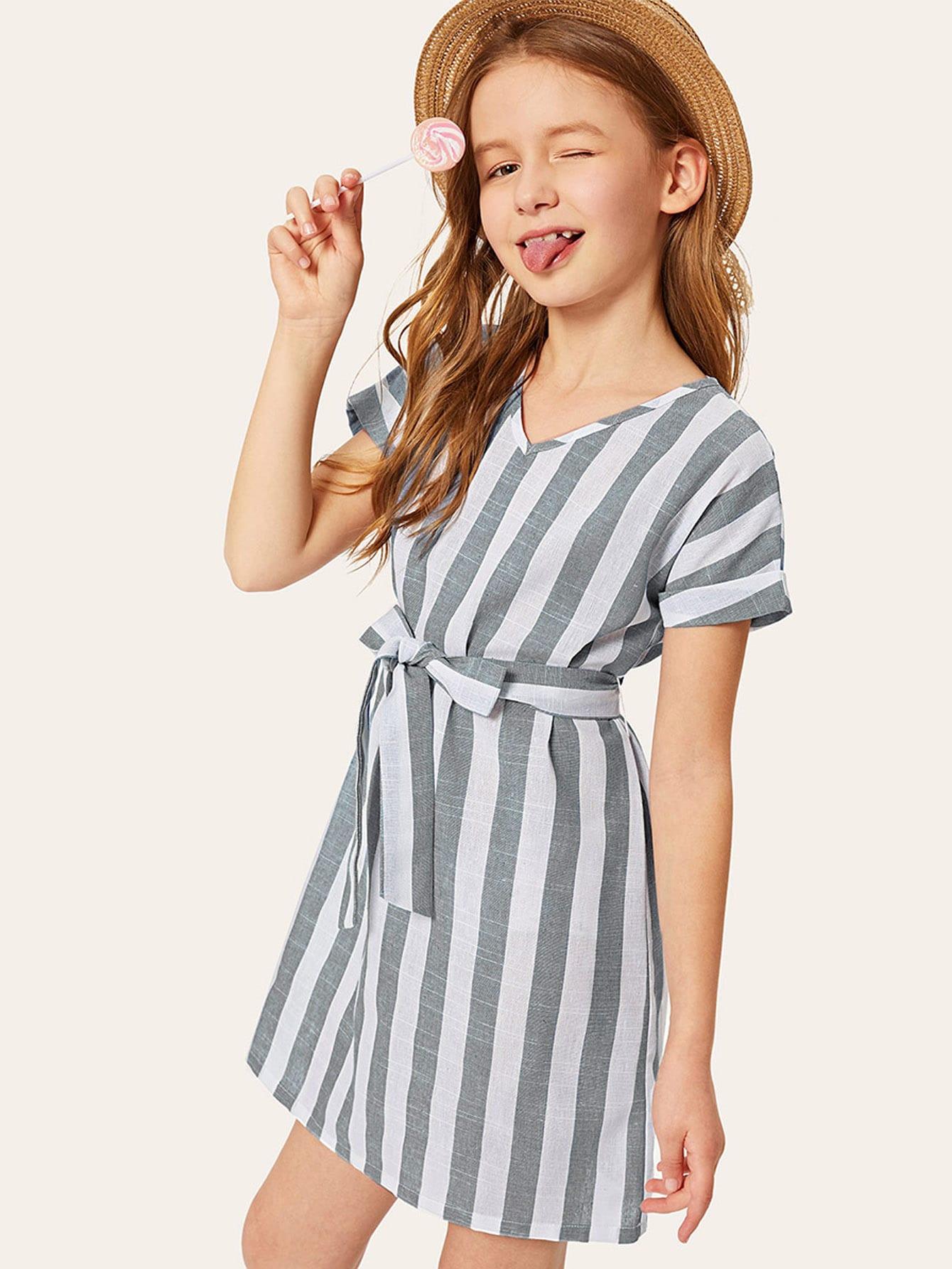 Фото - Полосатое платье с поясом для девочек от SheIn цвет серые