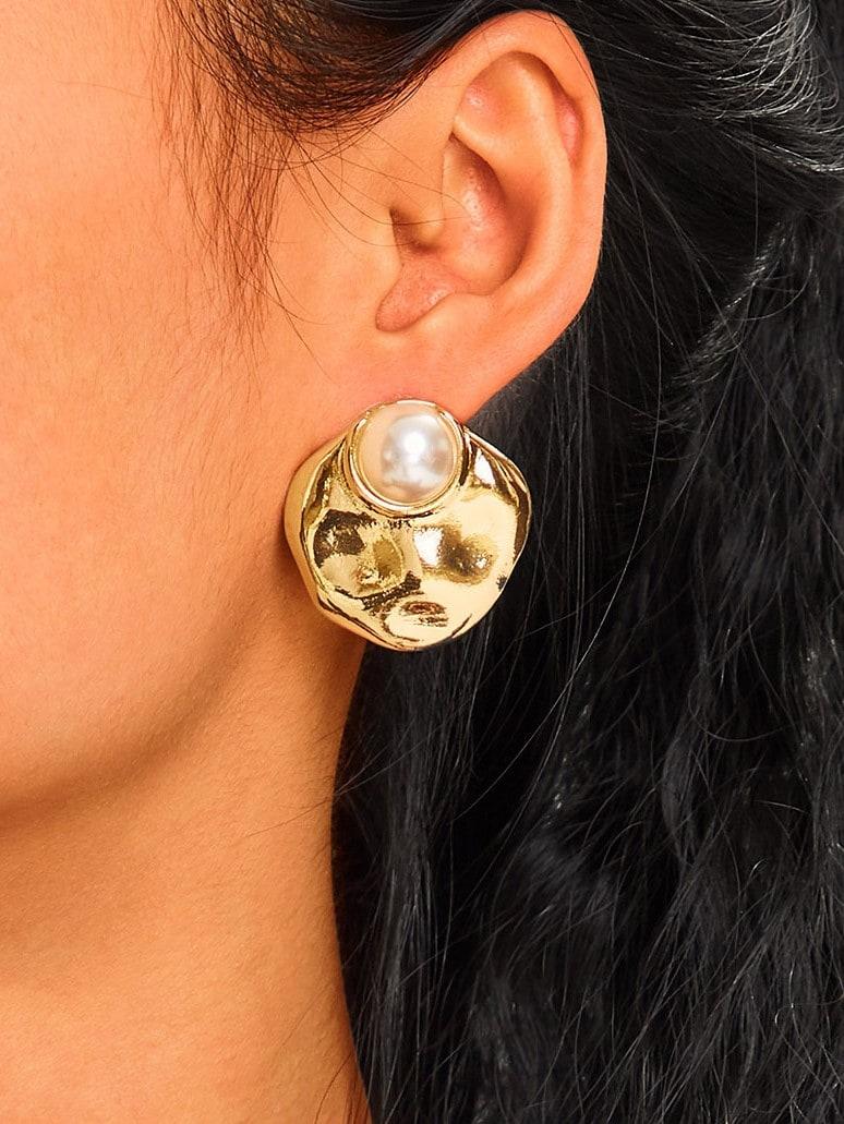 Фото - Текстурированные серьги-гвоздики с диском из искусственного жемчуга 1 пара от SheIn цвет золотые