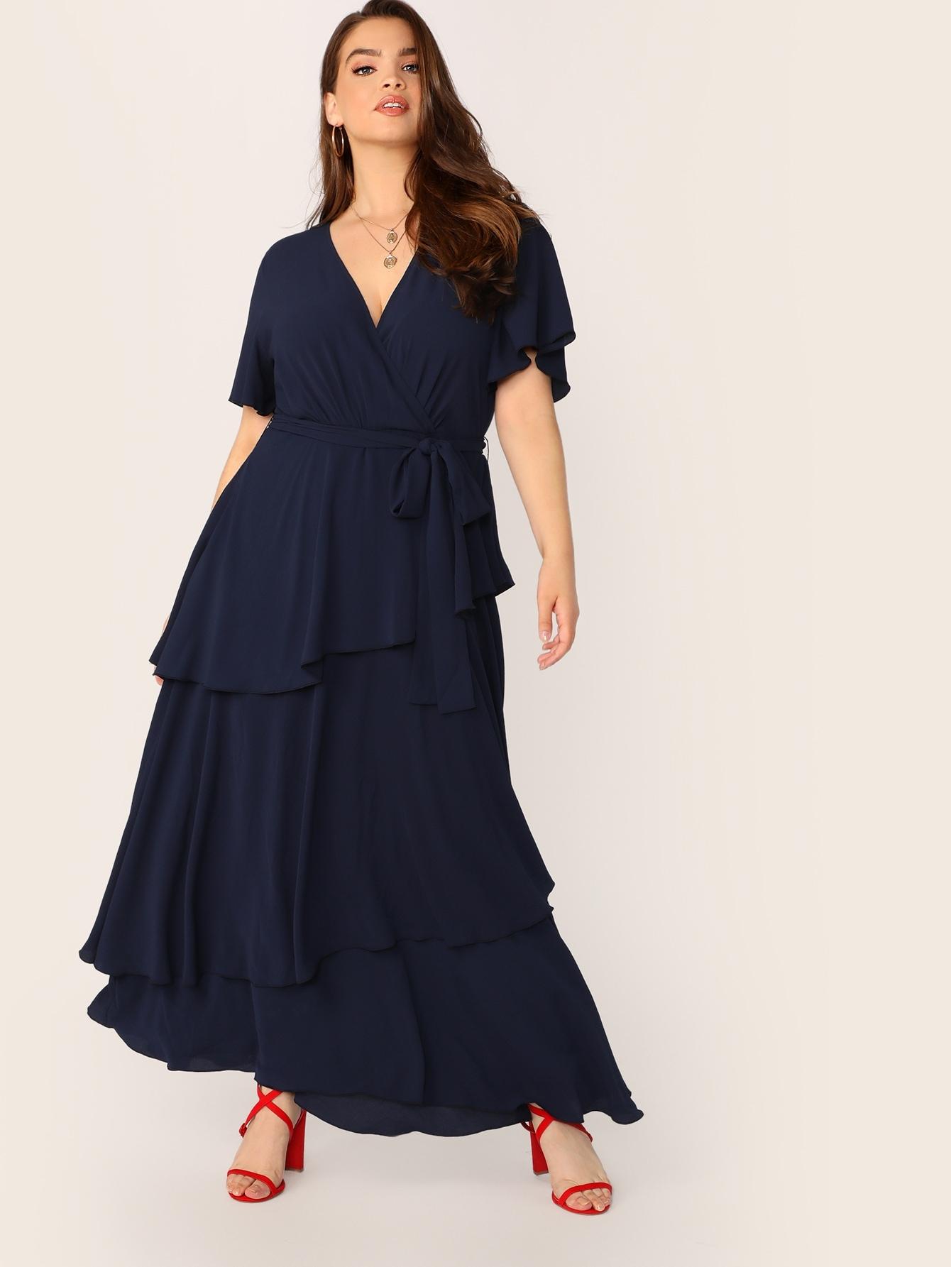 Фото - Платье с поясом, оборкой и глубоким V-образным вырезом размера плюс от SheIn цвет тёмно-синие
