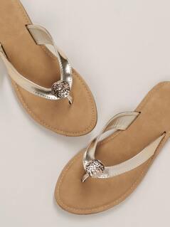 Hammered Pendant Flat Flip Flop Y Sandals