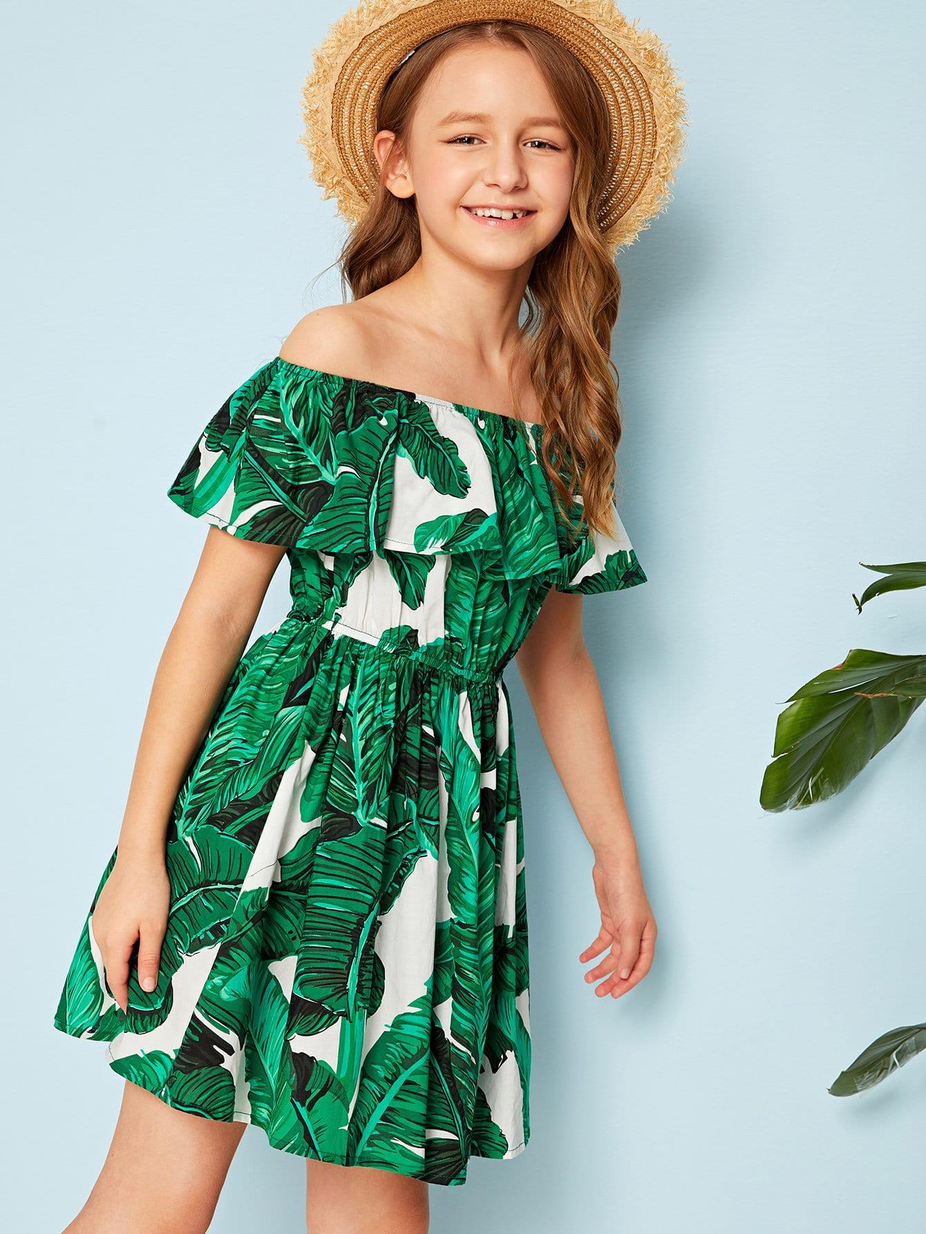 Фото - Платье с тропическим принтом, оборкой и открыиым плечом для девочек от SheIn цвет зелёные