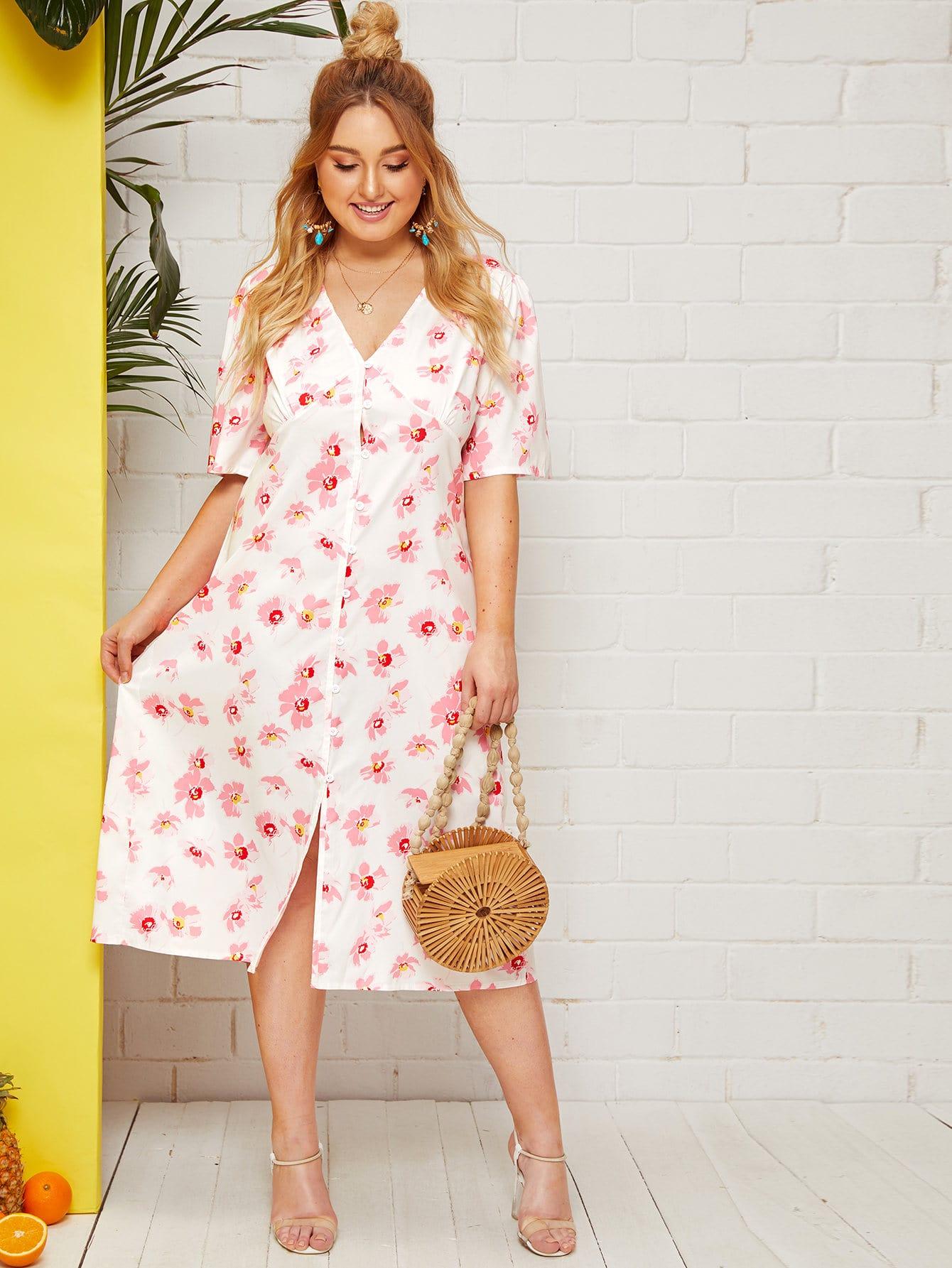 Прозрачное платье с пуговицами и цветочным принтом размера плюс