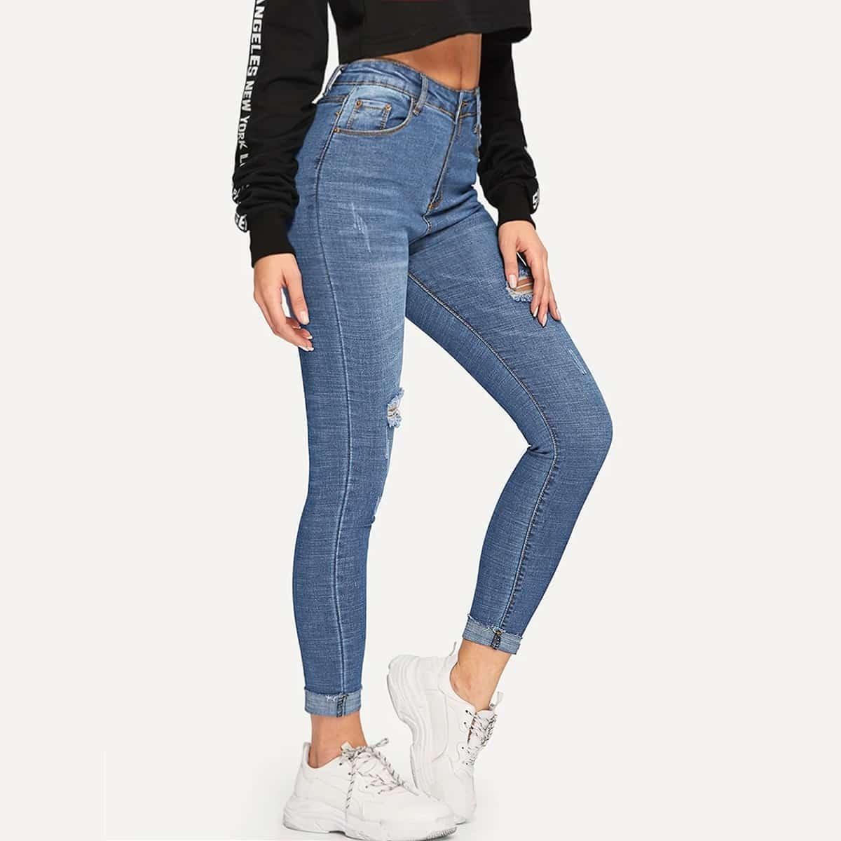 Облегающие рваные короткие джинсы
