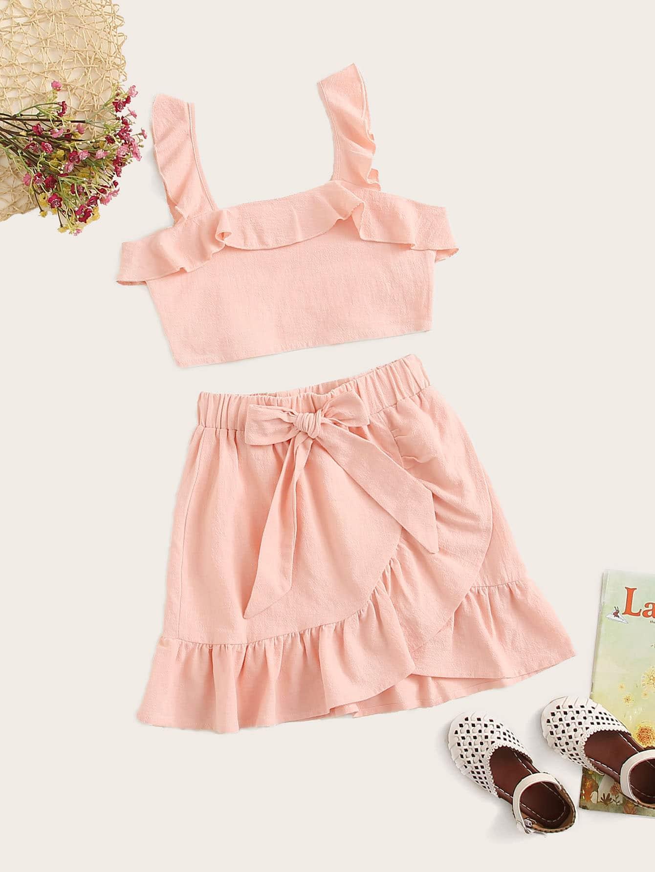 Фото - Топ с оборкой и юбка на запах для девочек от SheIn розового цвета