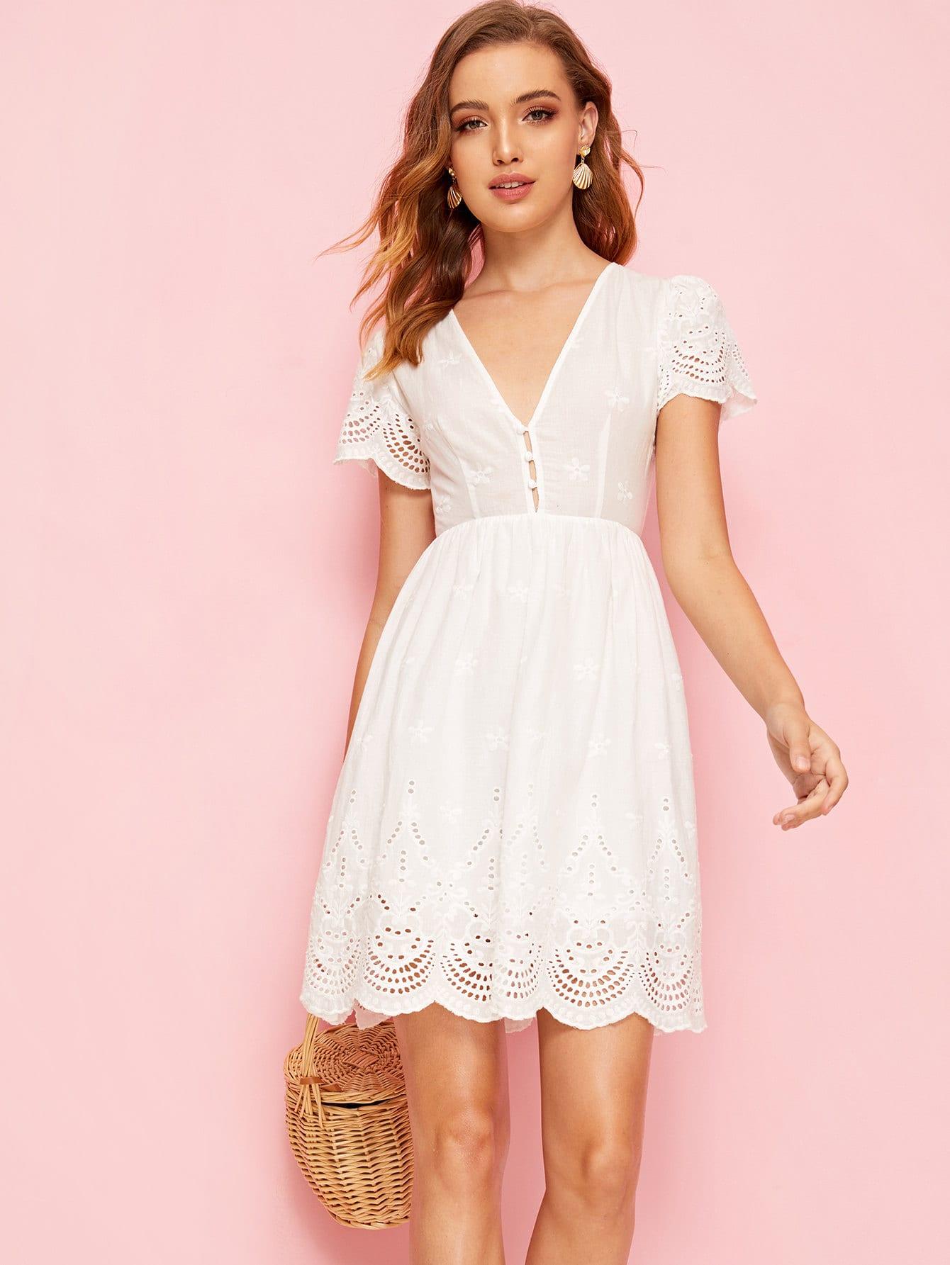 Фото - Расклешенное платье с V-образным вырезом от SheIn цвет белые