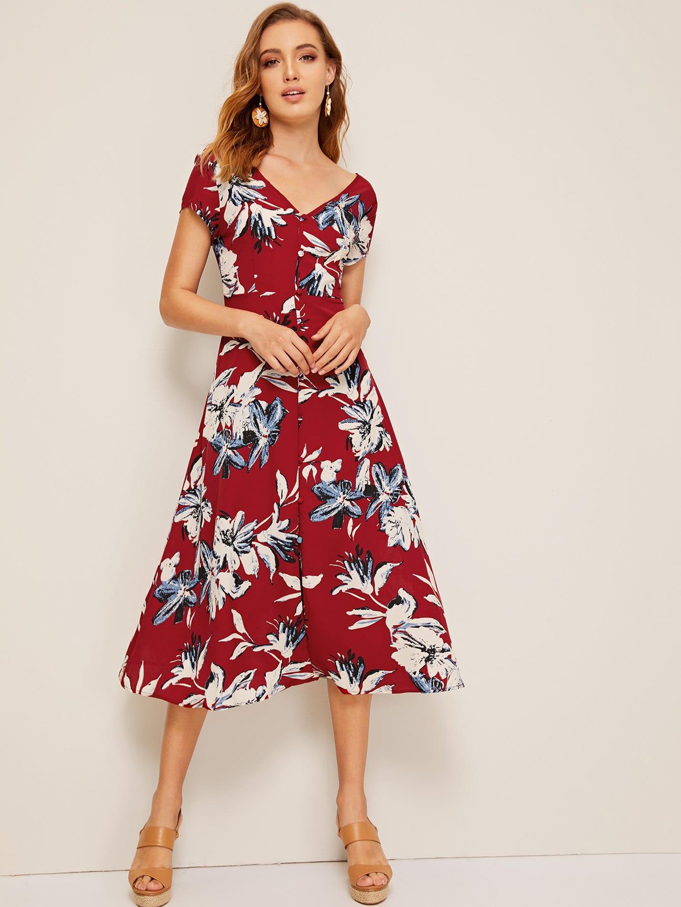 Фото - Приталенное расклешенное однобортное платье с цветочным принтом от SheIn цвет бургундия