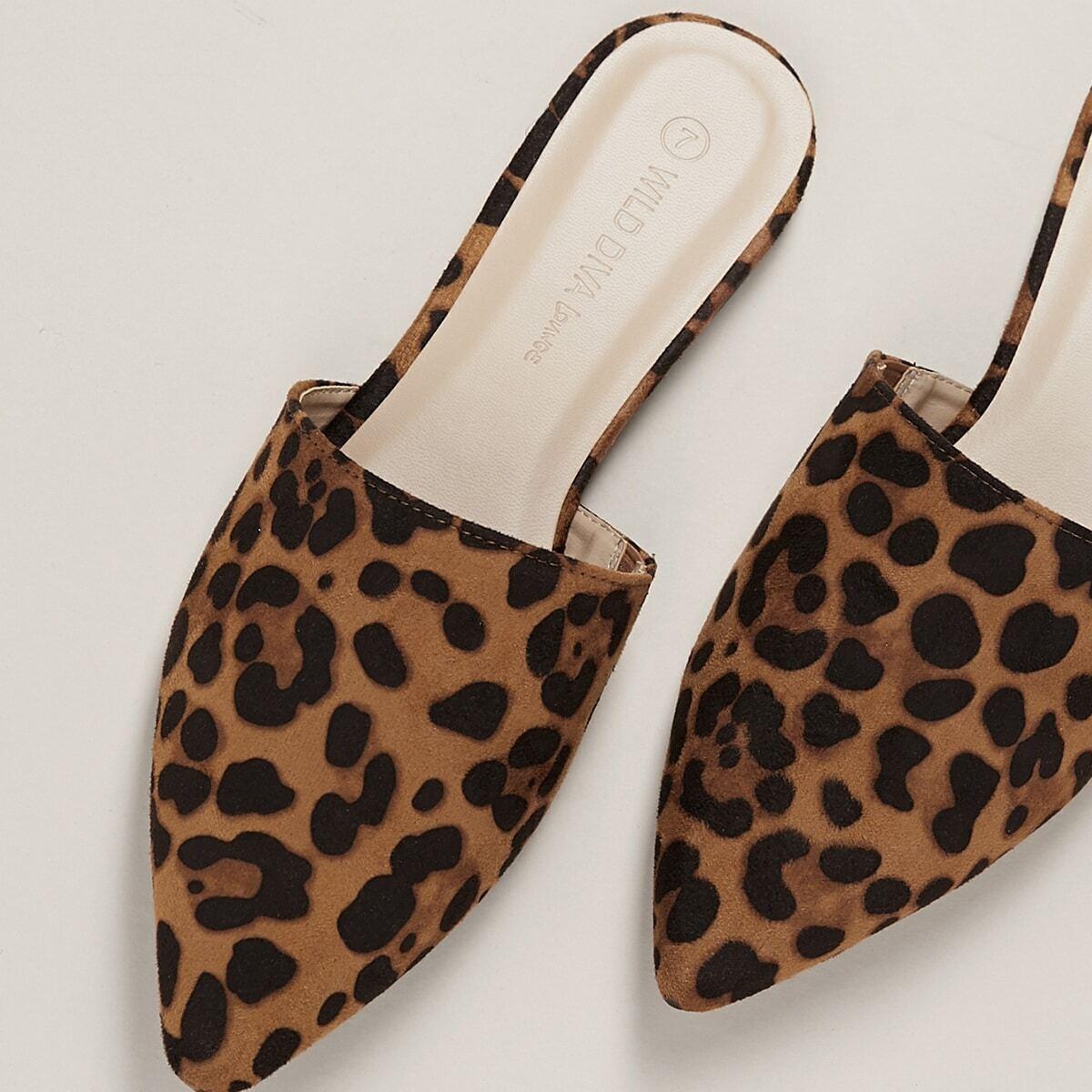 SHEIN / Mules de pantufla plana con estampado de leopardo de punta