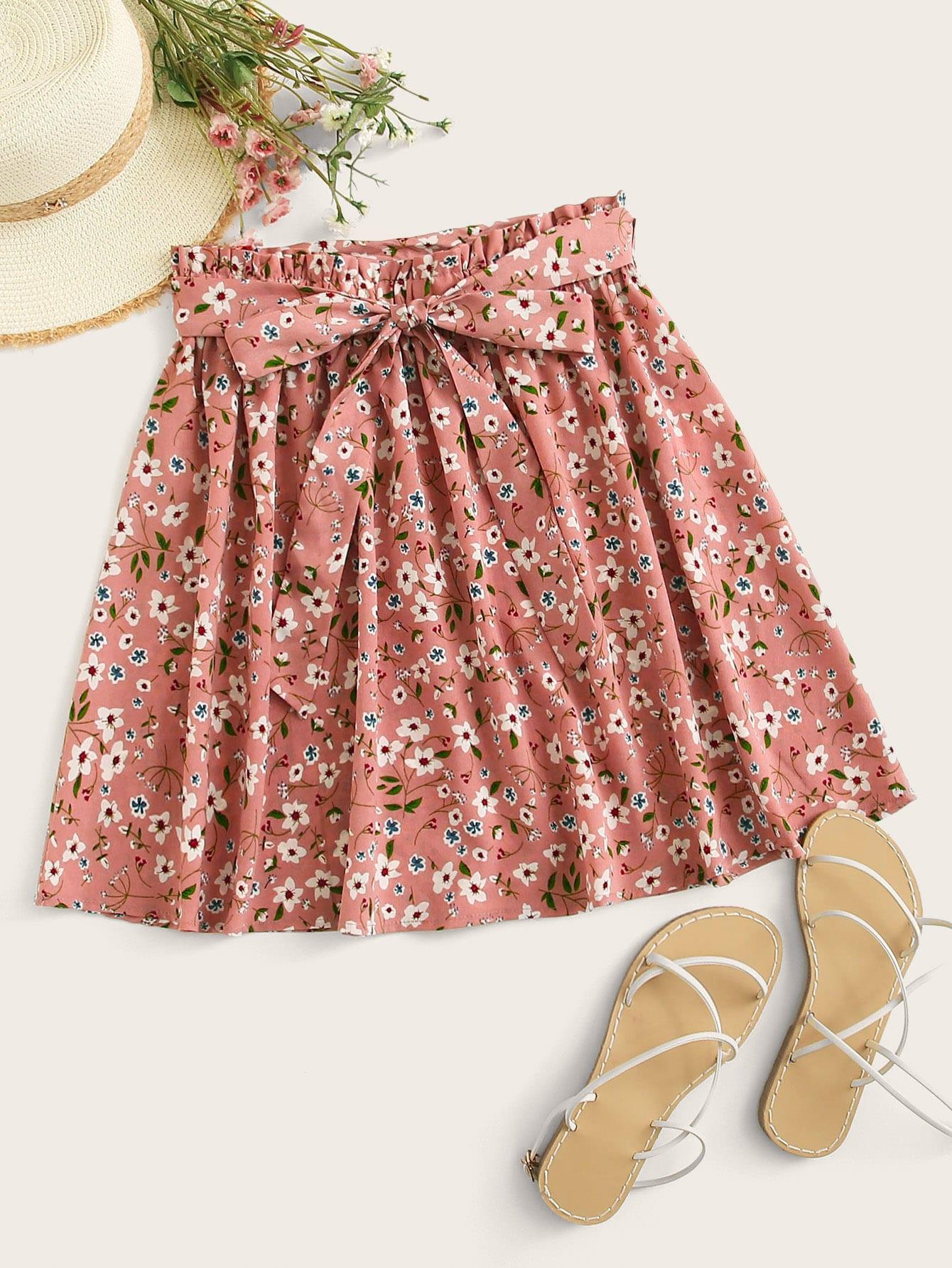 Фото - Юбку с цветочным принтом и присборенной талией от SheIn розового цвета