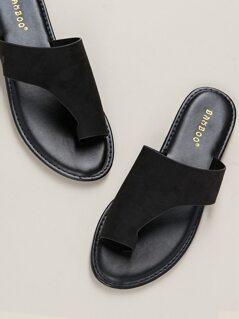 Solid Toe Loop Asymmetric Band Slide Sandals