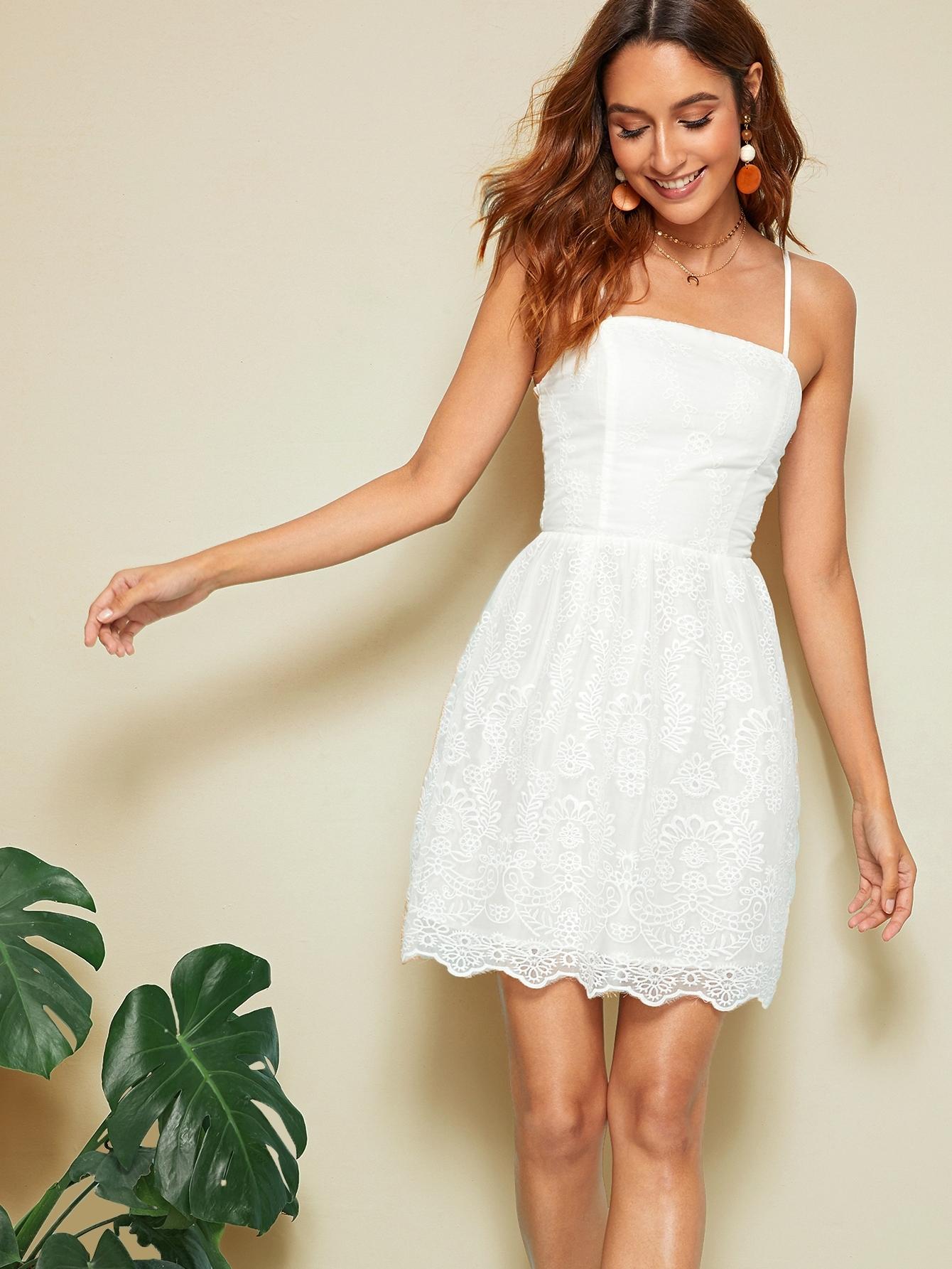 Фото - Однотонное платье на бретелях от SheIn цвет белые