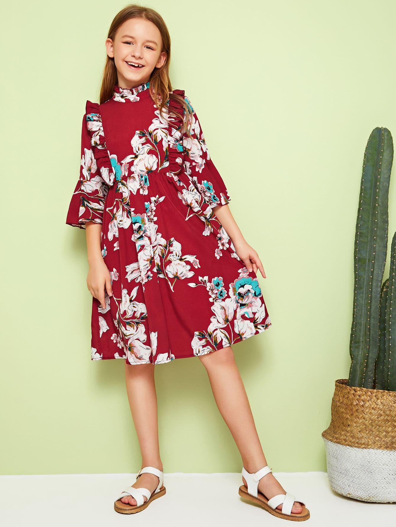 Фото - Платье с цветочным принтом, оригинальным рукавом, оборкой и воротником-стойка для девочек от SheIn цвет бургундия