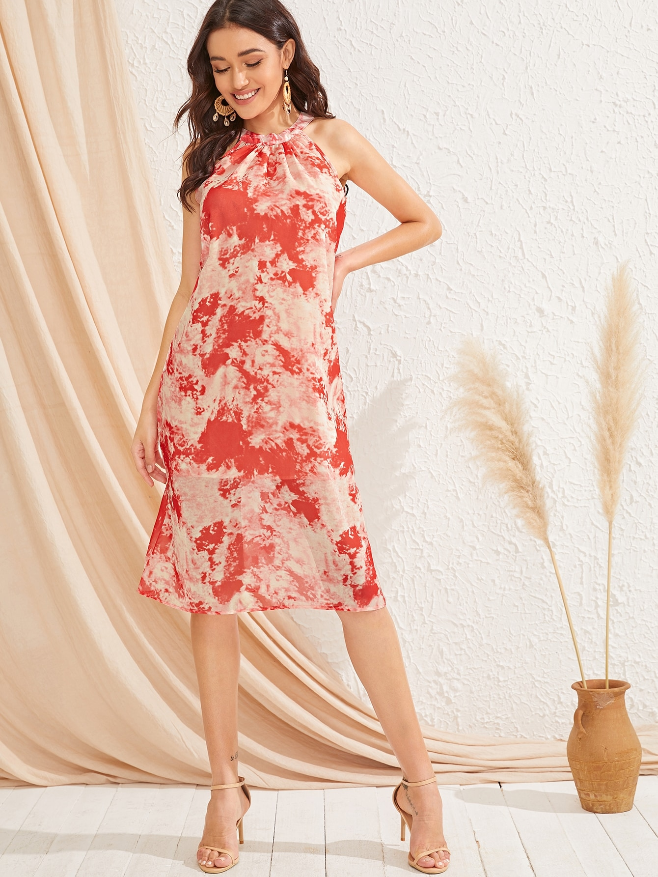 Фото - Разноцветное платье без рукавов от SheIn цвет красные