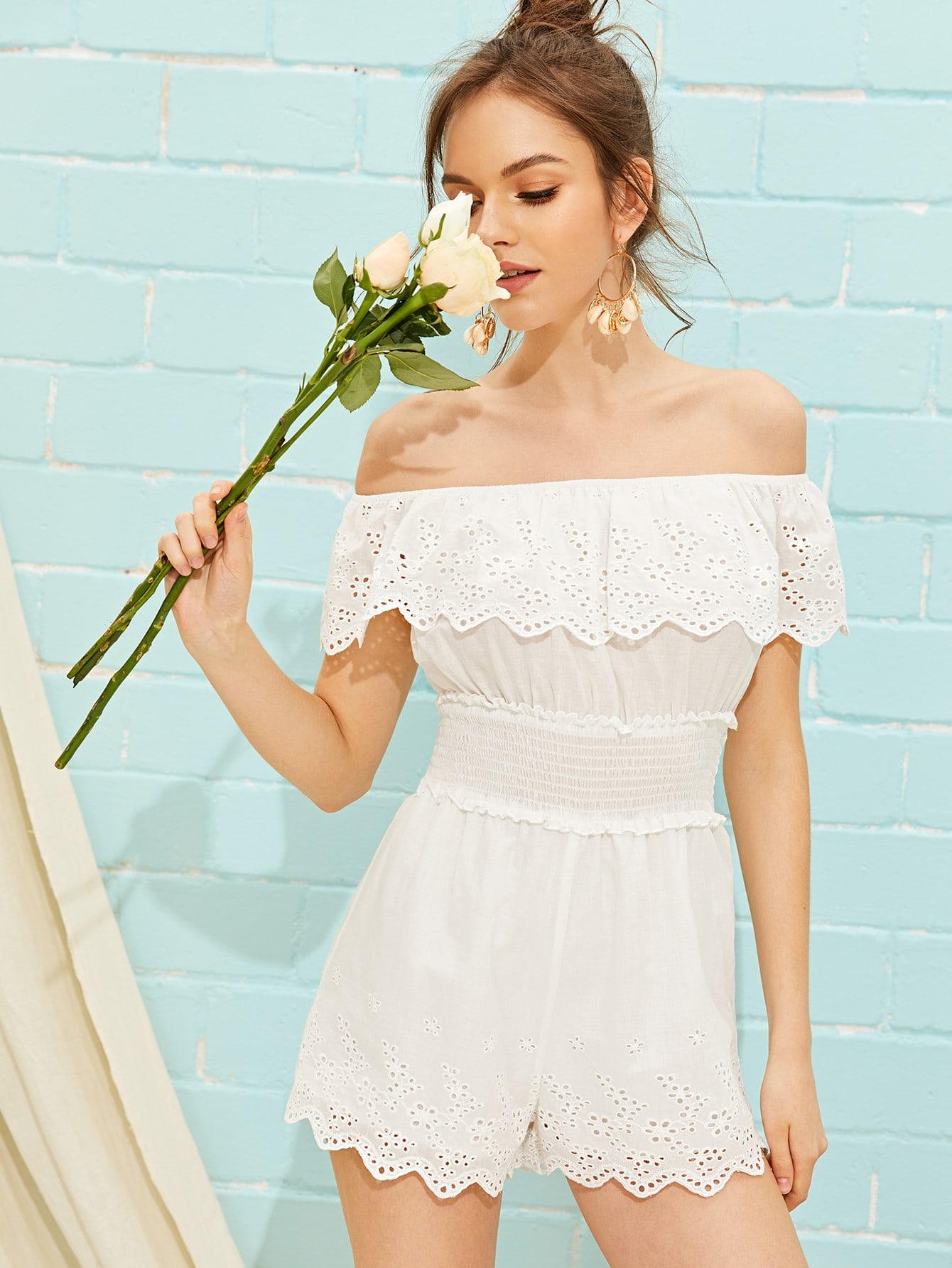 Фото - Комбинезон со складкой, вышивкой и открытым плечом от SheIn белого цвета