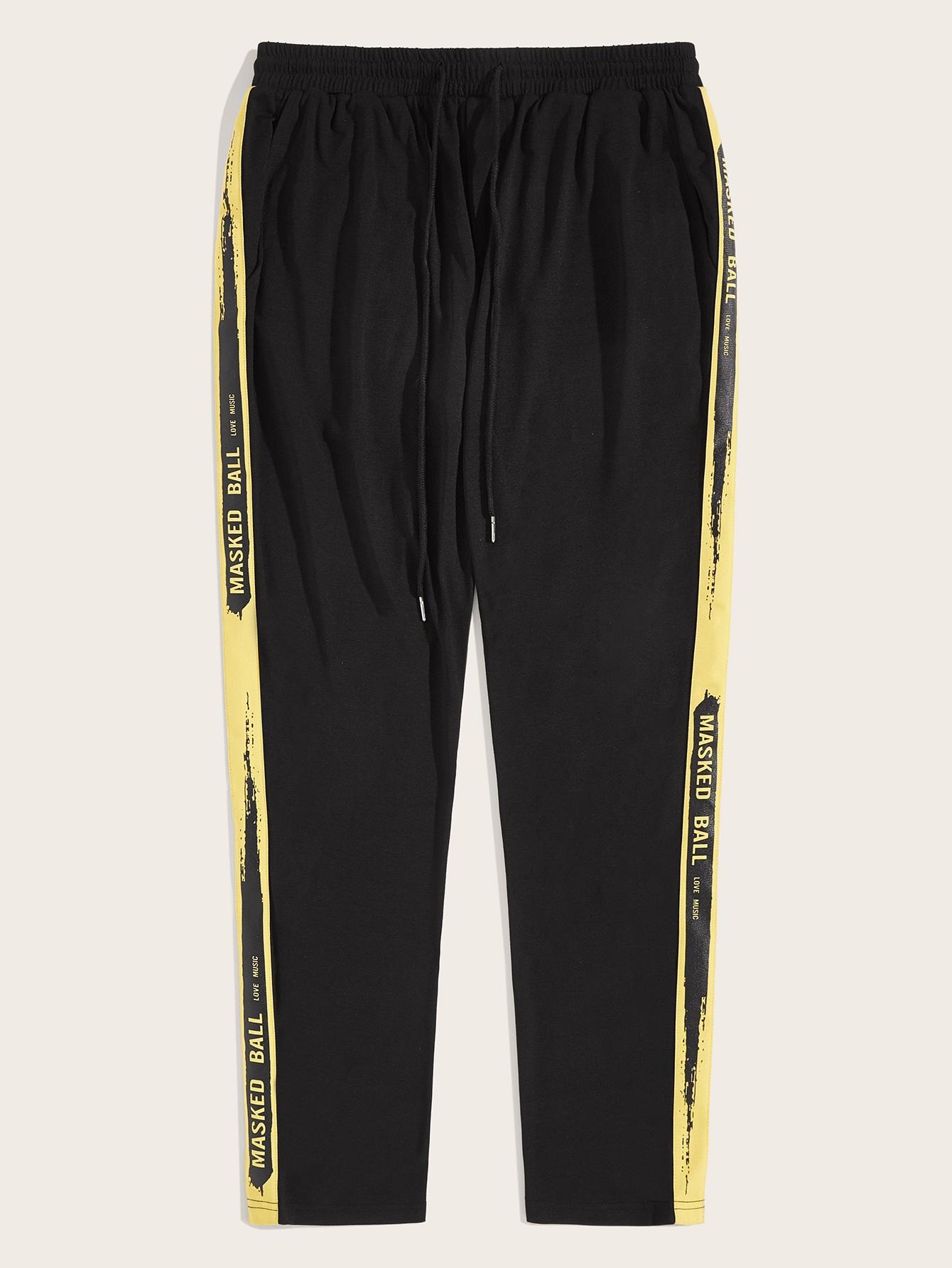 Фото - Мужские контрастные брюки на кулиске с текстовой лентой от SheIn черного цвета