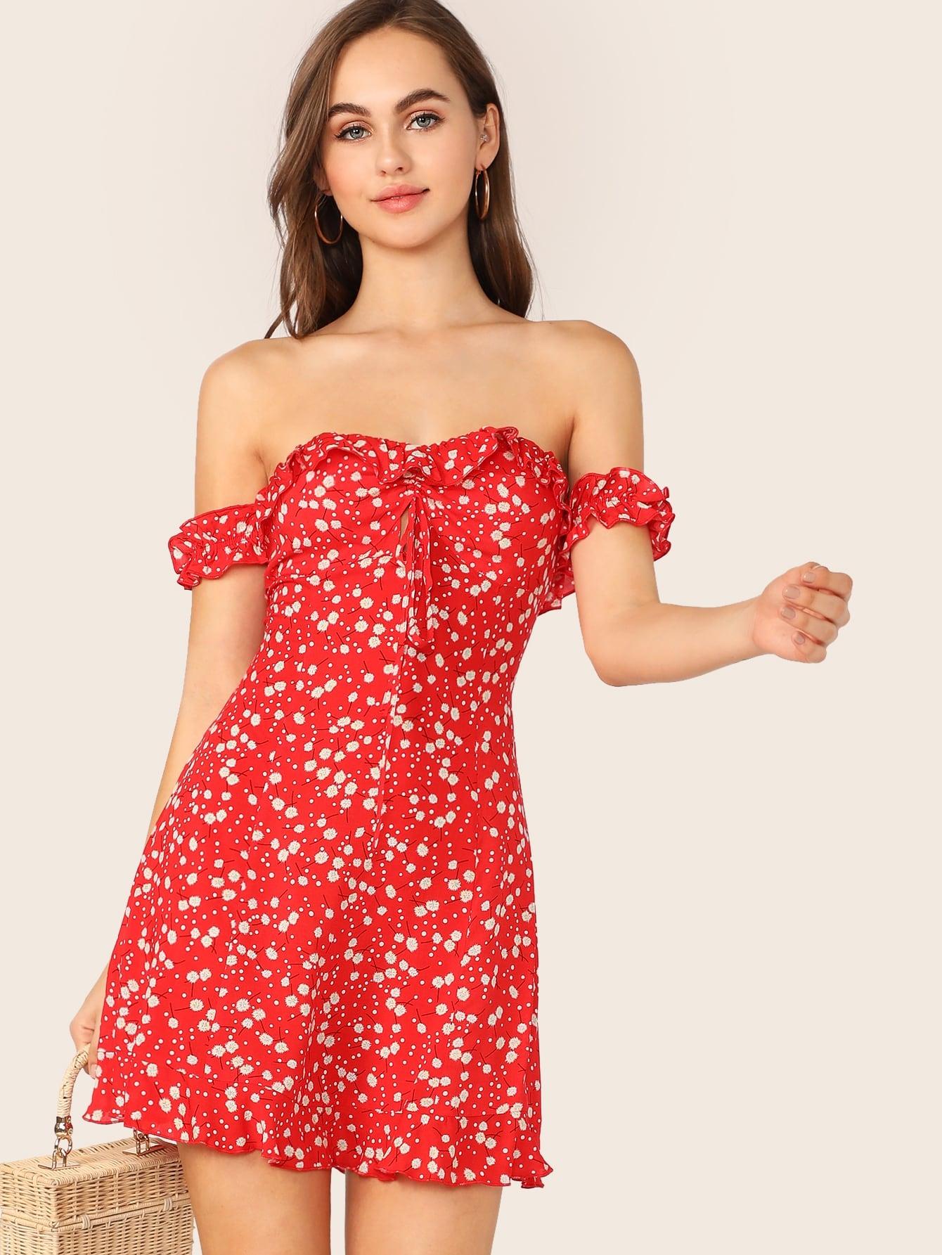 Фото - Платье с цветочным принтом, кулиской, оборкой и открытым плечом от SheIn цвет красные