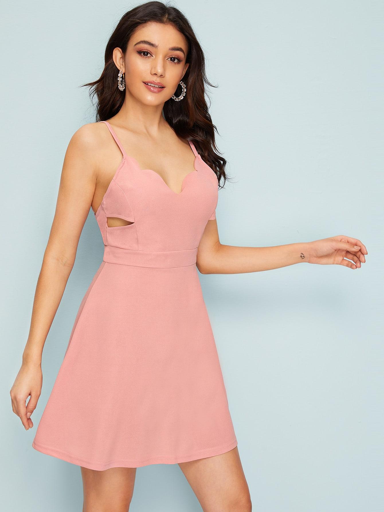 Фото - Платье на бретелях с открытой спинкой и фестончатым краем от SheIn цвет розовые