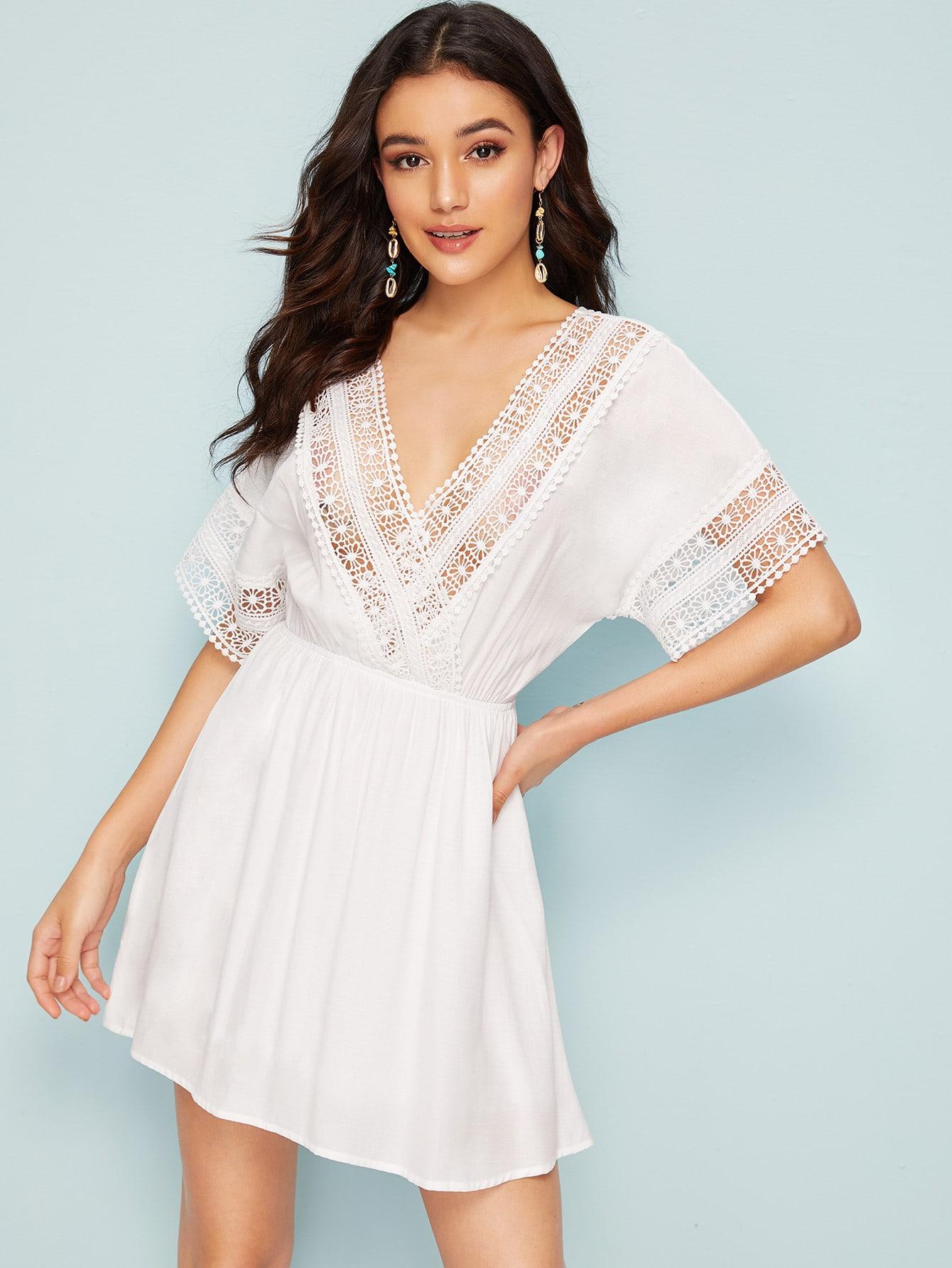 Фото - Платье с кружевной вставкой и разрезом на спине от SheIn цвет белые