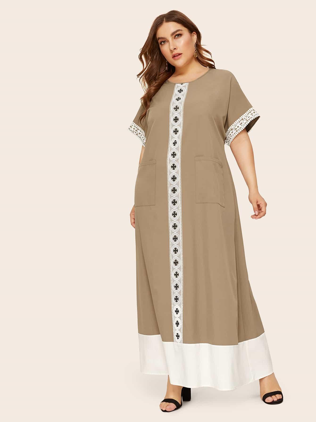 Платье с карманом и кружевной вставкой размера плюс