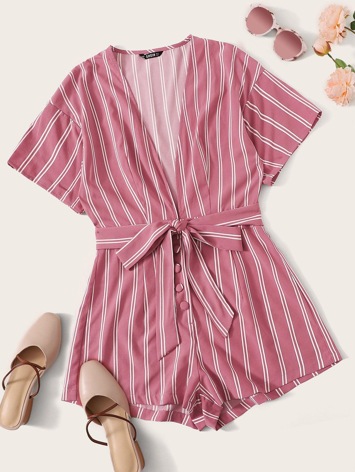 Фото - Комбинезон в полоску с глубоким вырезом и поясом от SheIn розового цвета