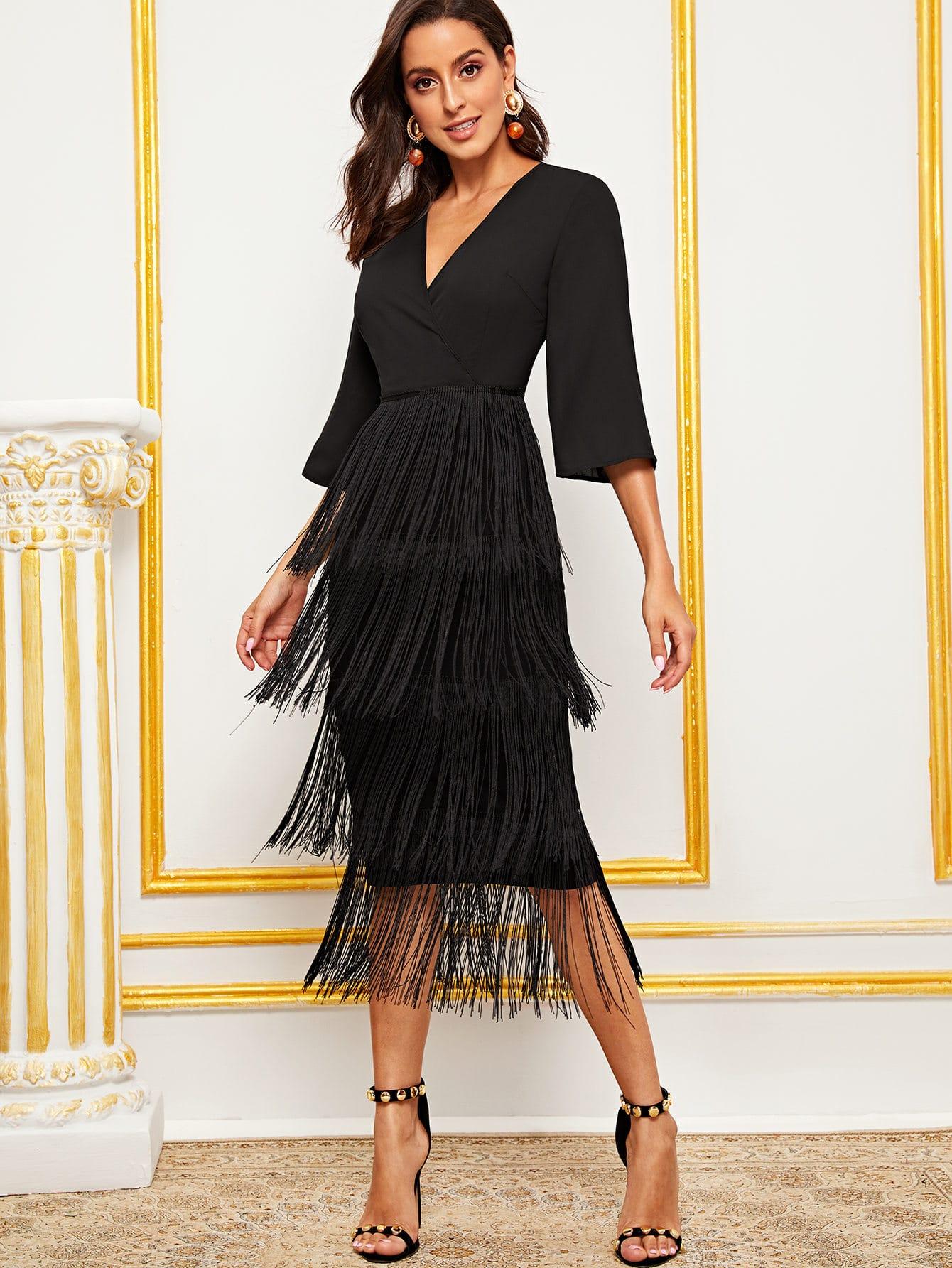 Фото - Платье-карандаш с бахромой и глубоким V-образным вырезом от SheIn цвет чёрные