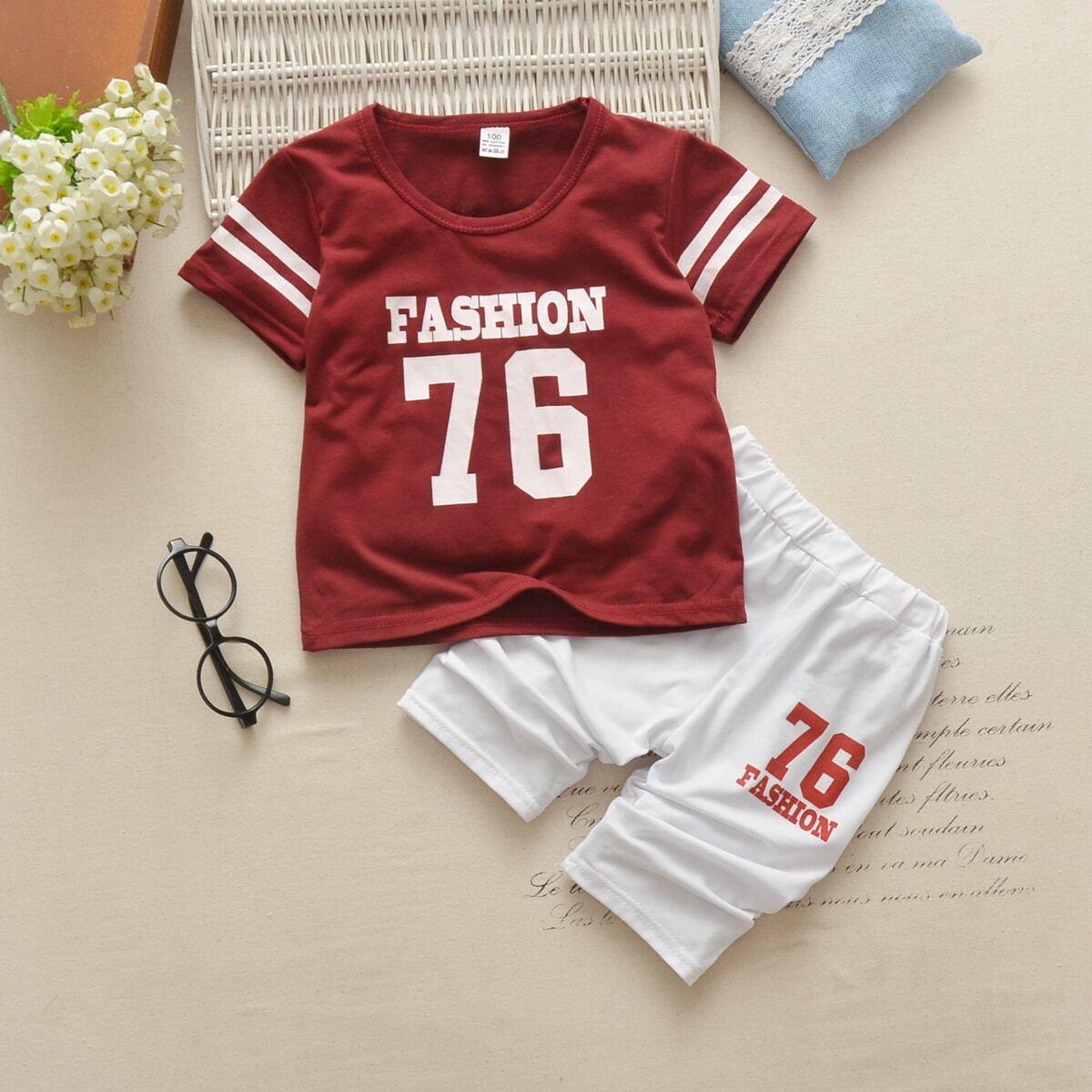 Футболка с полосатым текстовым принтом и шорты для мальчиков от SHEIN