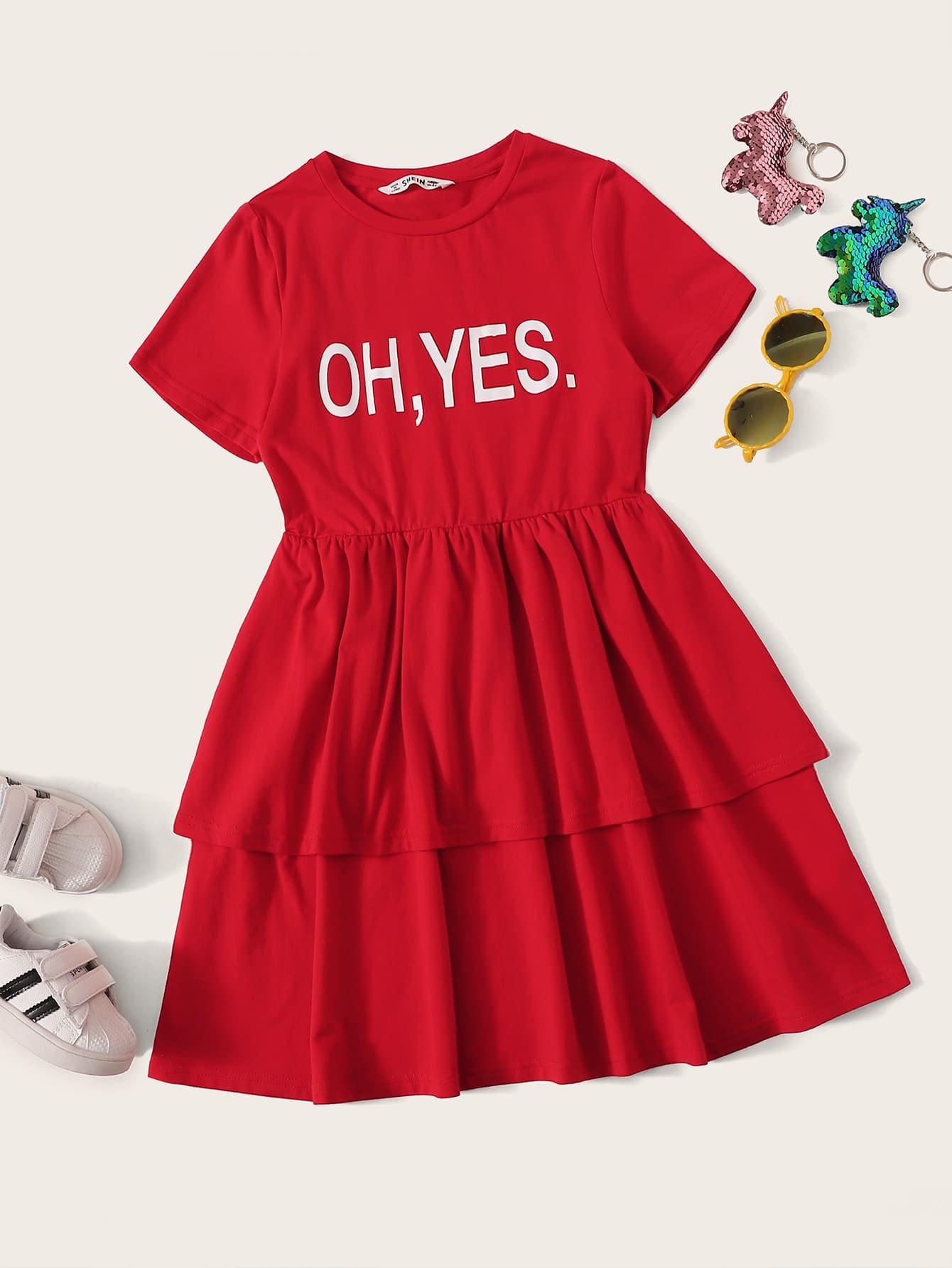 Фото - Платье с многослойными оборками и текстовым принтом от SheIn цвет красные
