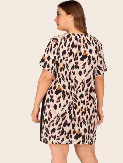 Фото 6 - Платье с регланом рукавлм и вышивкой от SheIn цвет белые