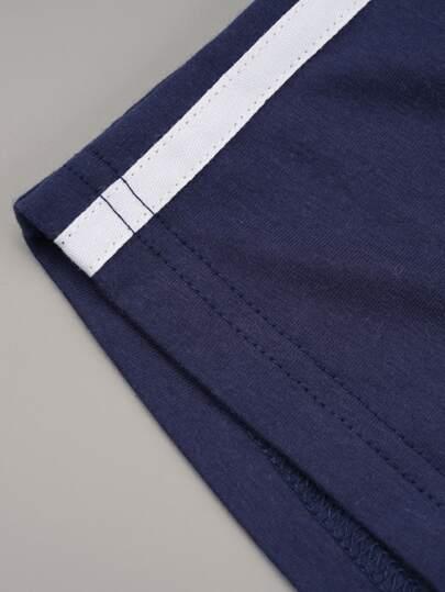 Фото 4 - Однотонная футболка с асимметричным воротником от SheIn коричневого цвета