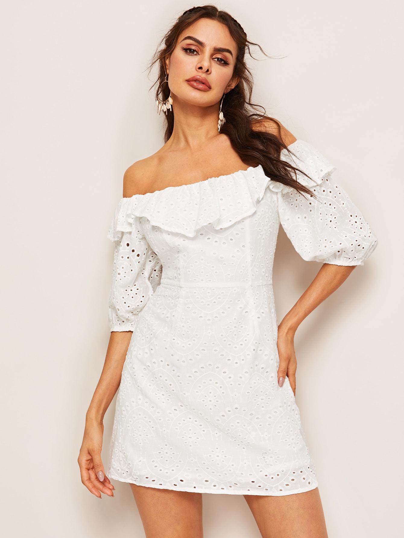 Фото - Стильное платье с открытыми плечами от SheIn цвет белые