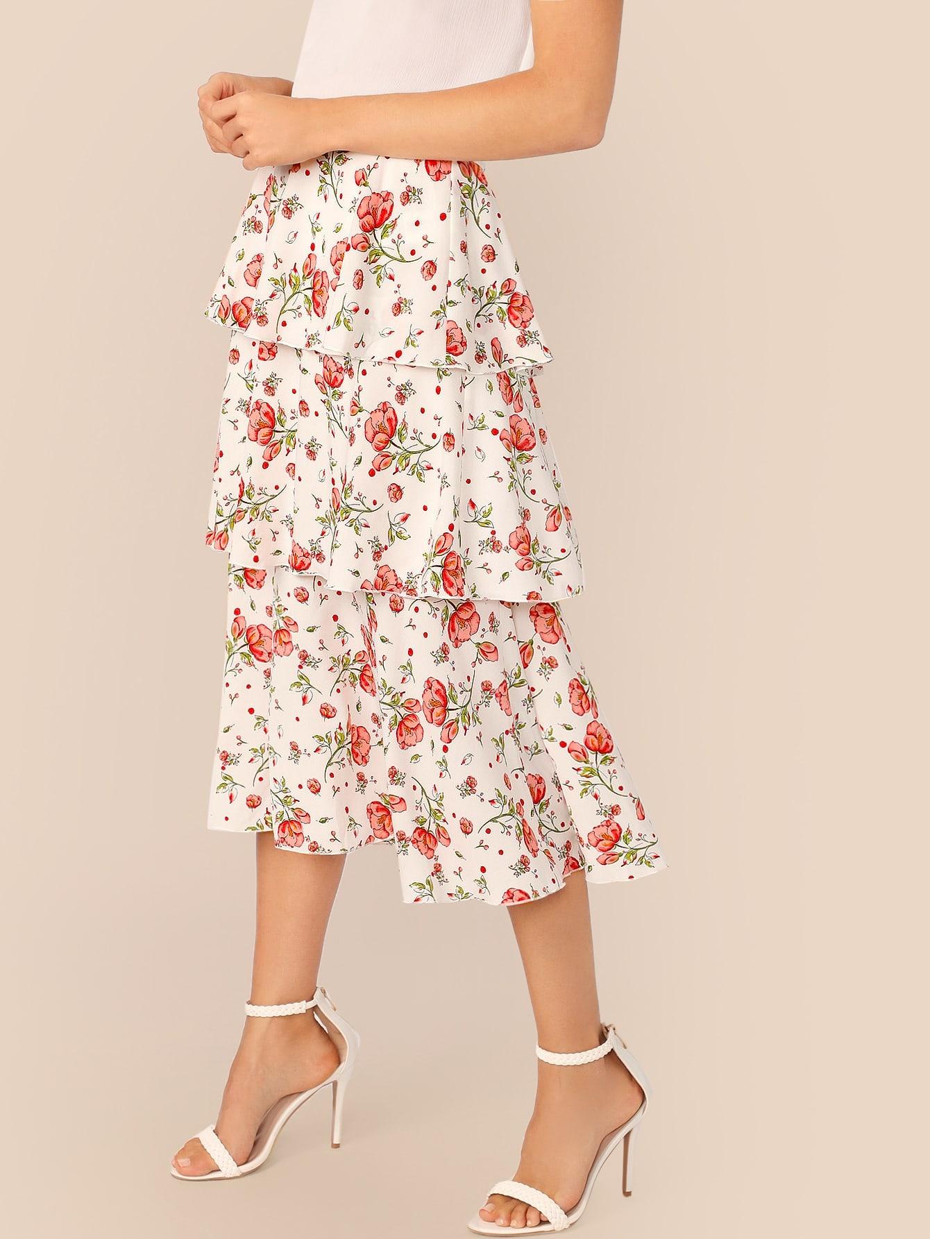 Фото - Юбку с цветочным принтом и поясом от SheIn белого цвета