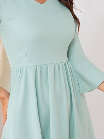 Фото 5 - Однотонная футболка размера плюс с кружевом от SheIn цвет розовые