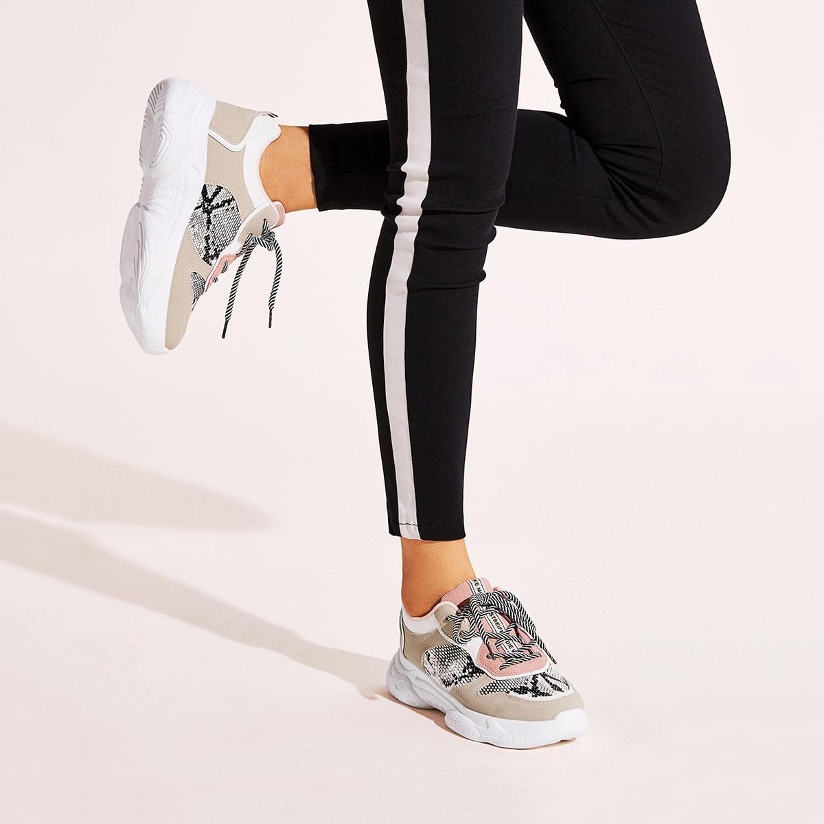 Кроссовки на шнуровке с змеиным принтом от SHEIN