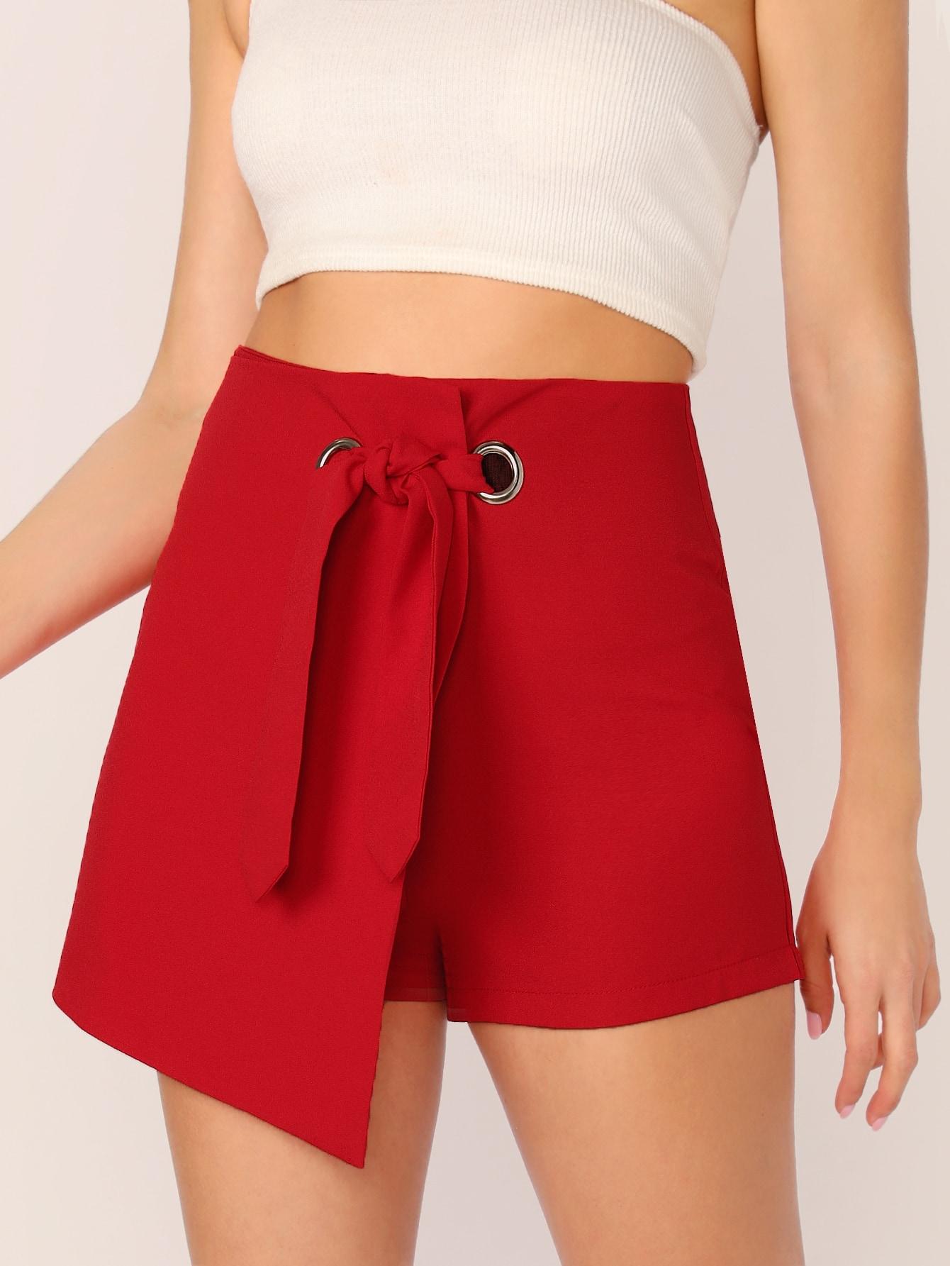 Фото - Асимметричные юбка-шорты с узлом от SheIn красного цвета
