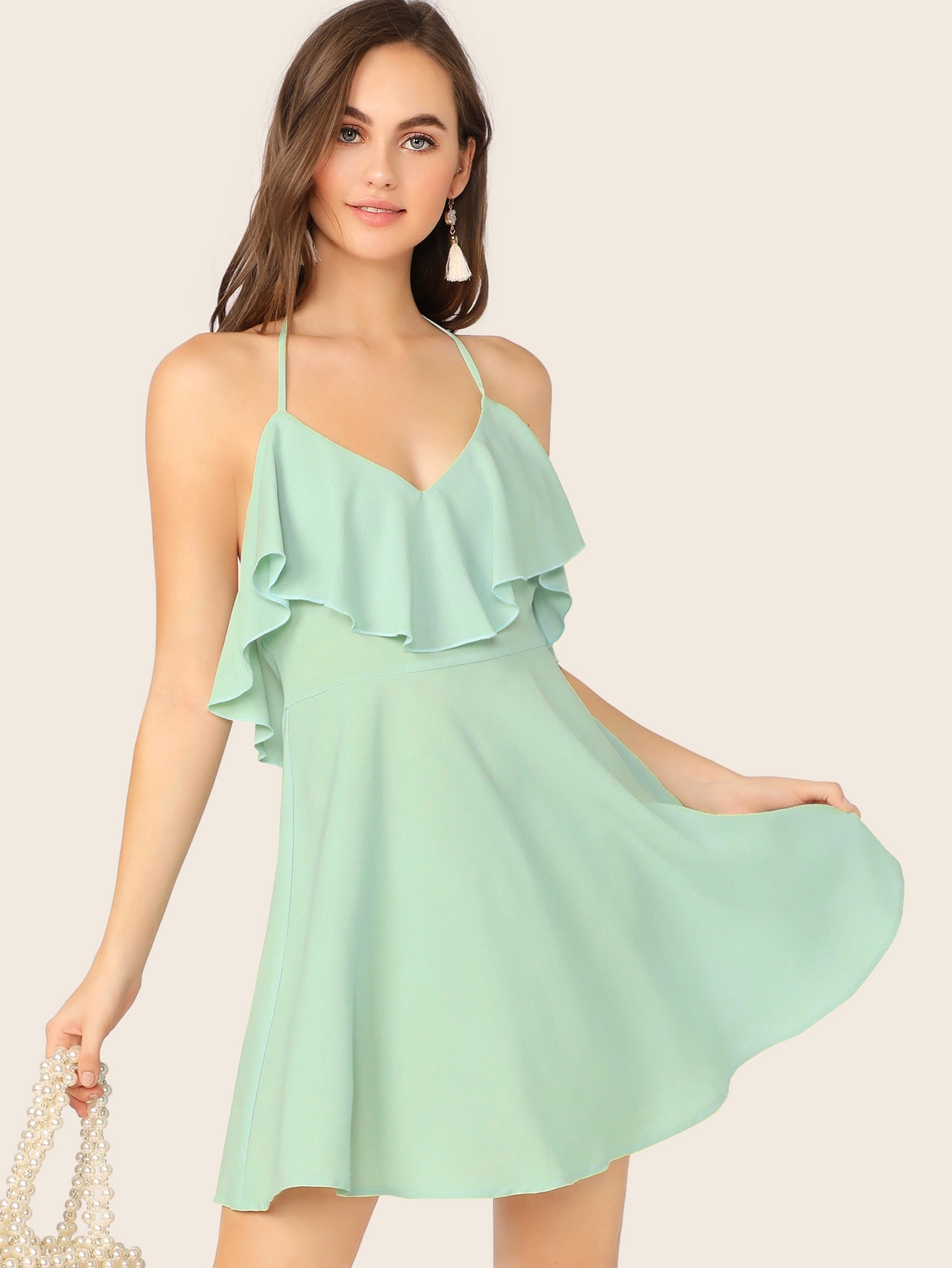 Фото - Платье с халмером, оборкой и завязкой от SheIn цвет зелёные