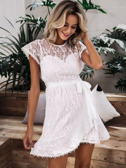 Фото 2 - Платье с цветочной вышивкой и бахромой от SheIn цвет белые