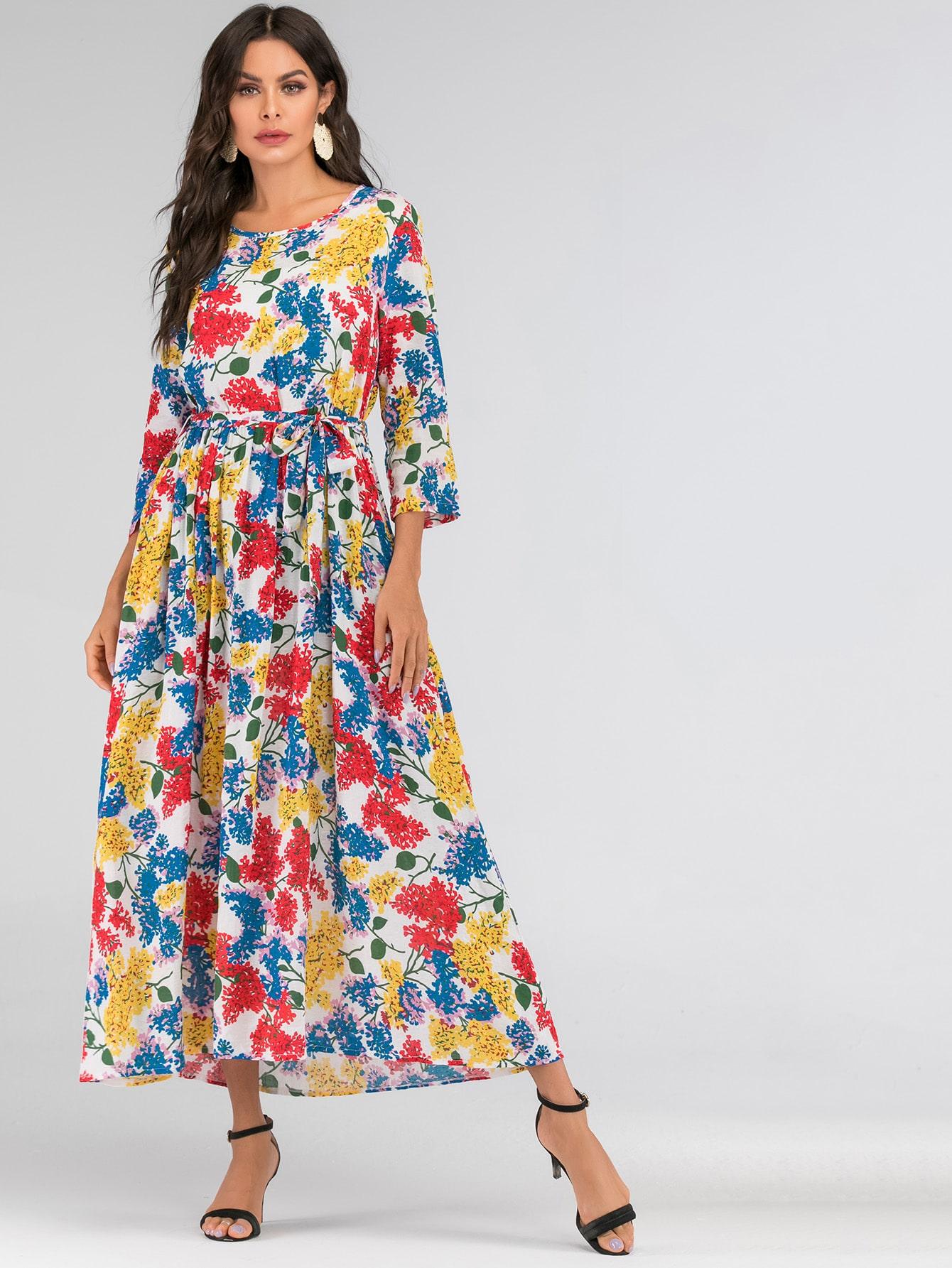 Длинное платье с цветочным принтом и поясом