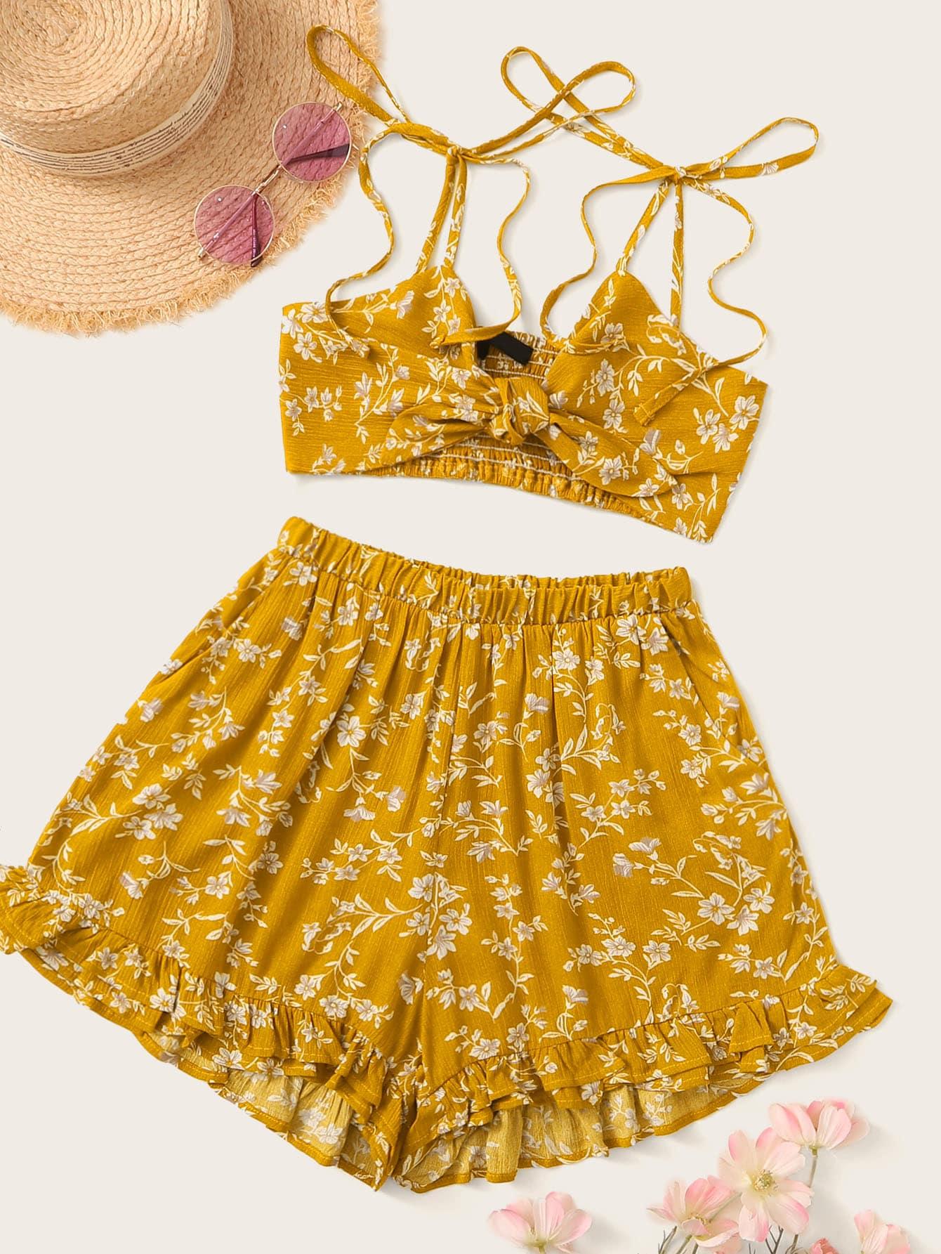 Фото - Шорты с оборками и топ с узлом и цветочным принтом от SheIn желтого цвета
