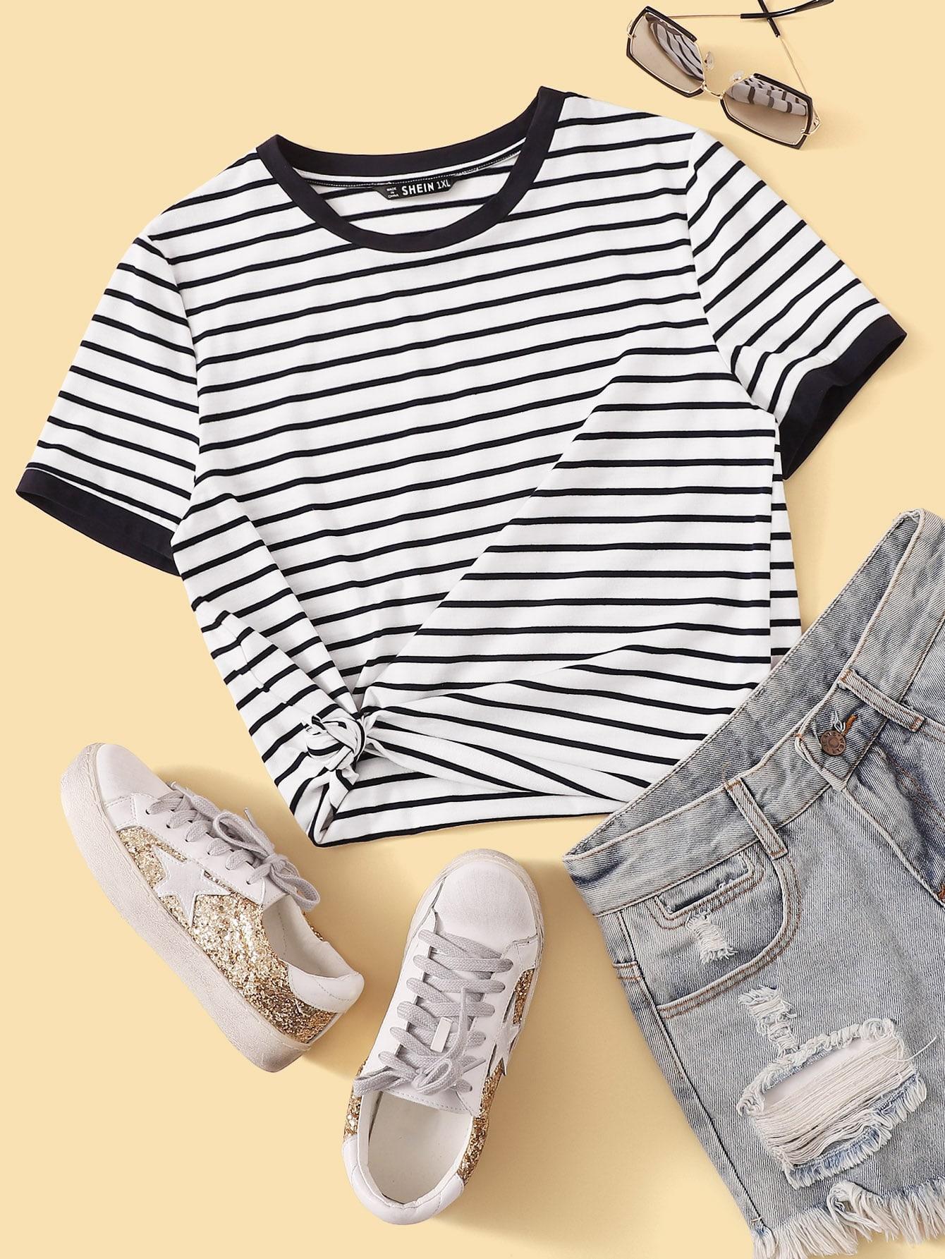 Фото 6 - Однотонная футболка с кулиской от SheIn белого цвета