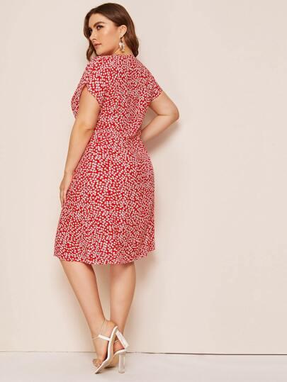 Фото 2 - Платье в горошек с цветочным принтом от SheIn цвет фиолетовые