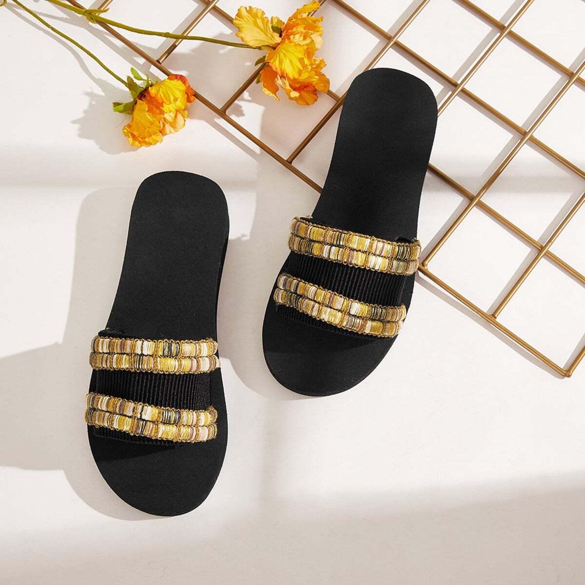 Тапочки с открытым носком и вышивкой от SHEIN