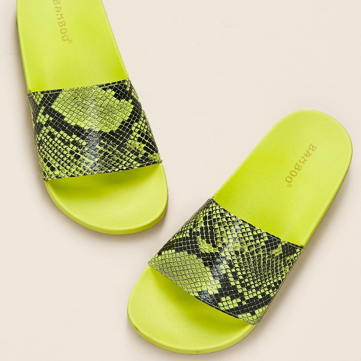Неоновые сандалии с змеиным принтом от SHEIN