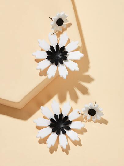Фото 3 - Платье с оборками и узлом сзади от SheIn цвет белые