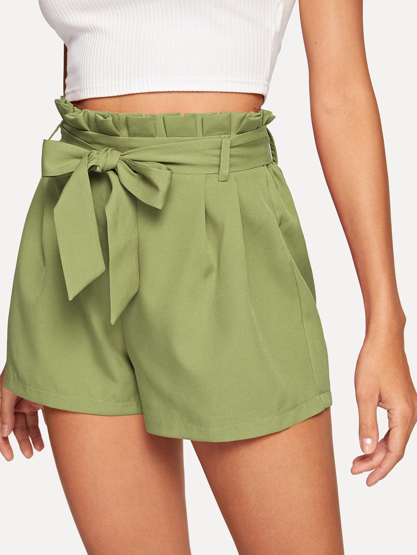 Фото - Однотонные шорты с поясом от SheIn зеленого цвета