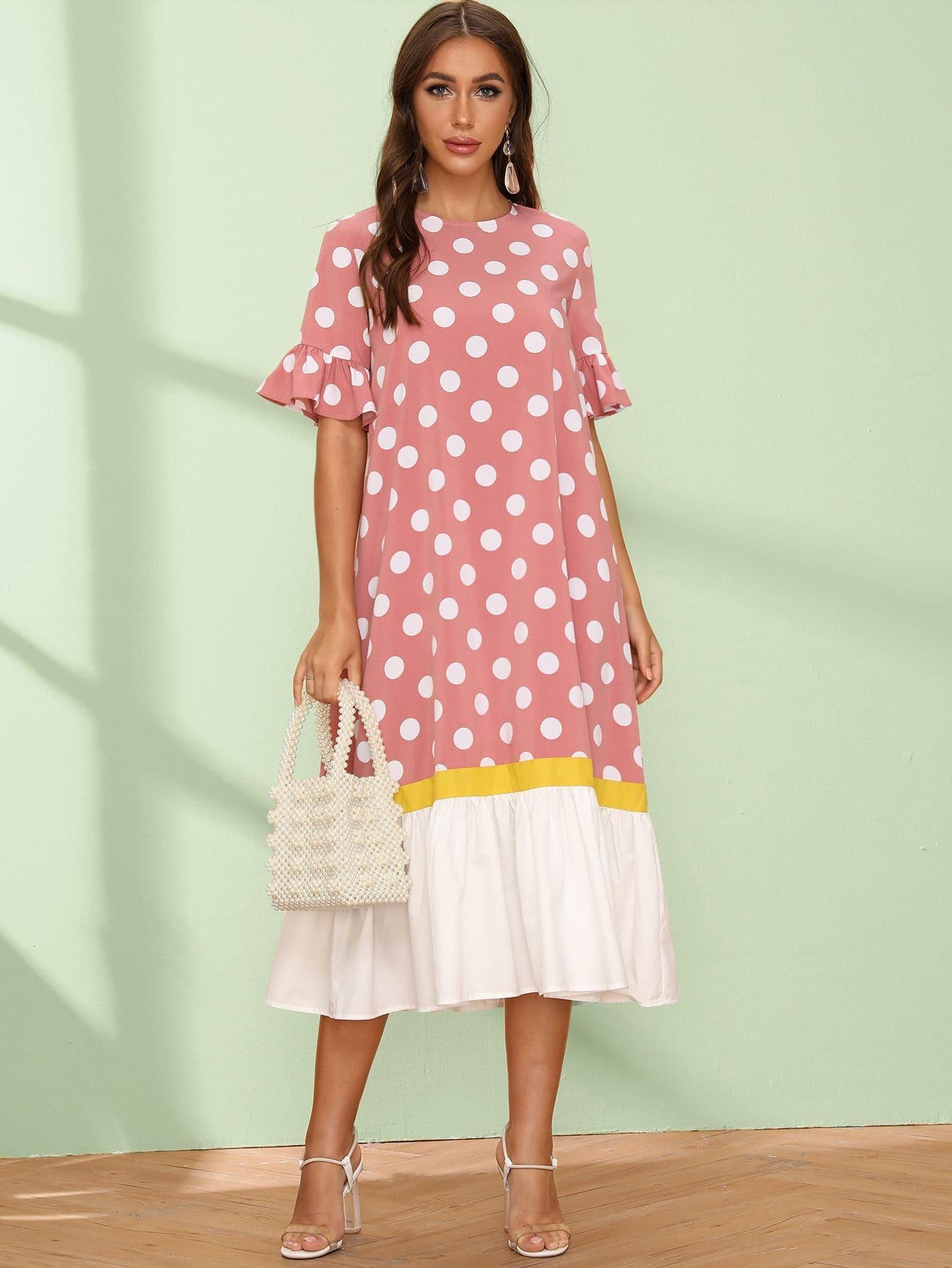 Контрастное платье в горошек